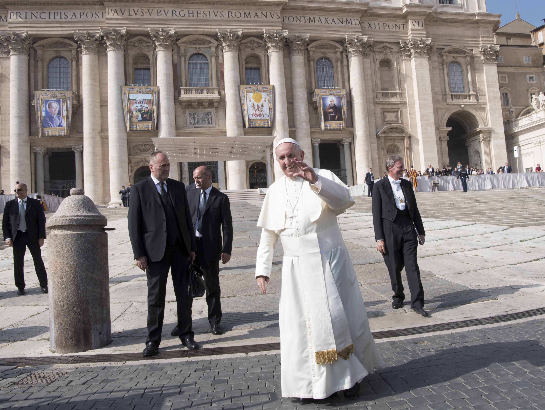 """Papa apela a um clero """"unido"""" para enfrentar """"corrupção escandalosa"""" no Brasil"""