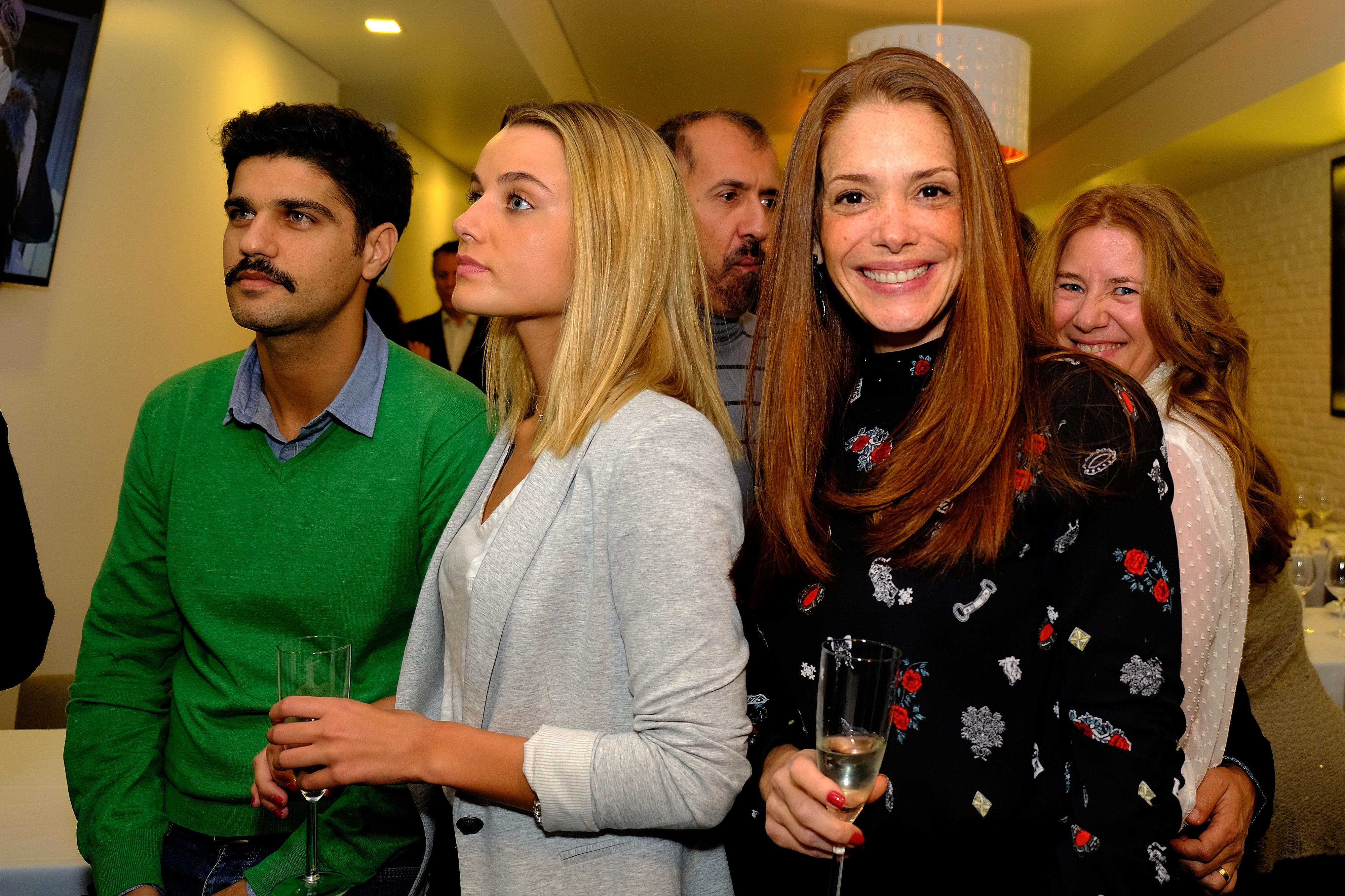 Escritor brasileiro Aguinaldo Silva reúne famosos em inauguração de restaurante em Lisboa