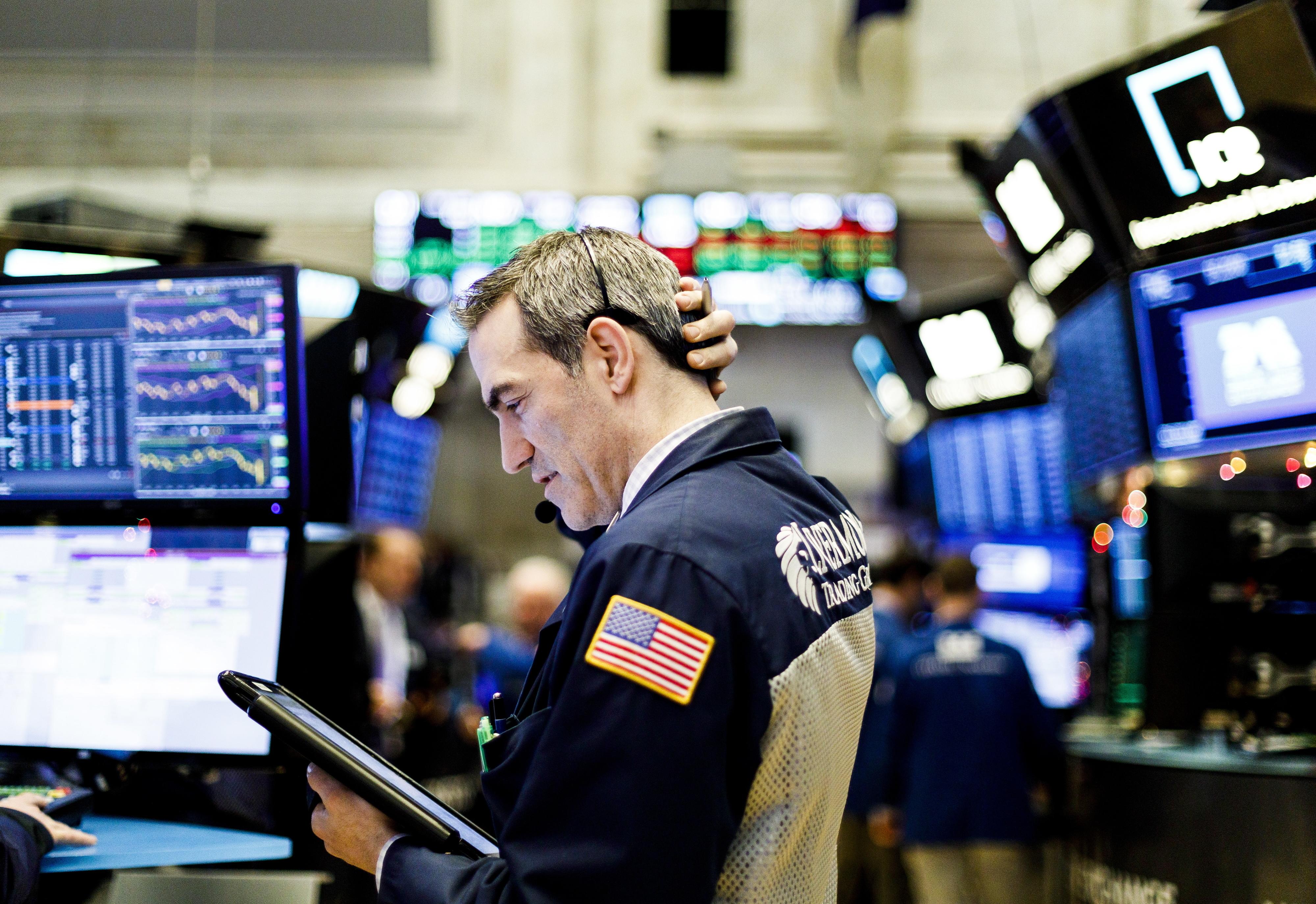 Wall Street fecha em baixa com prudência dos investidores na negociação EUA-China