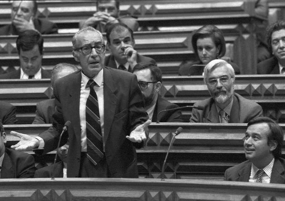Almeida Santos e António Guterres no parlamento