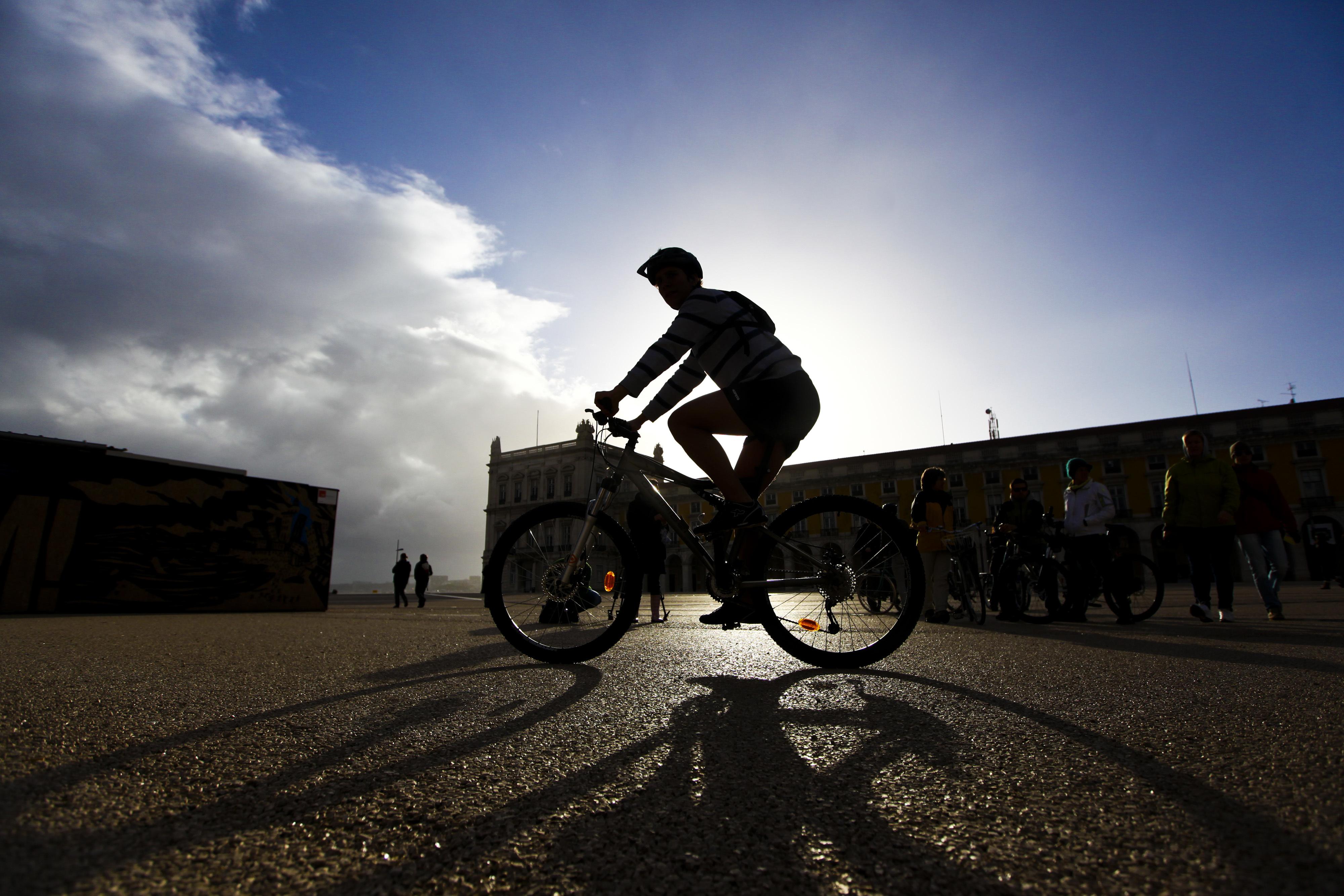 Amantes do ciclismo ansiosos pelo regresso dos 'granfondos'