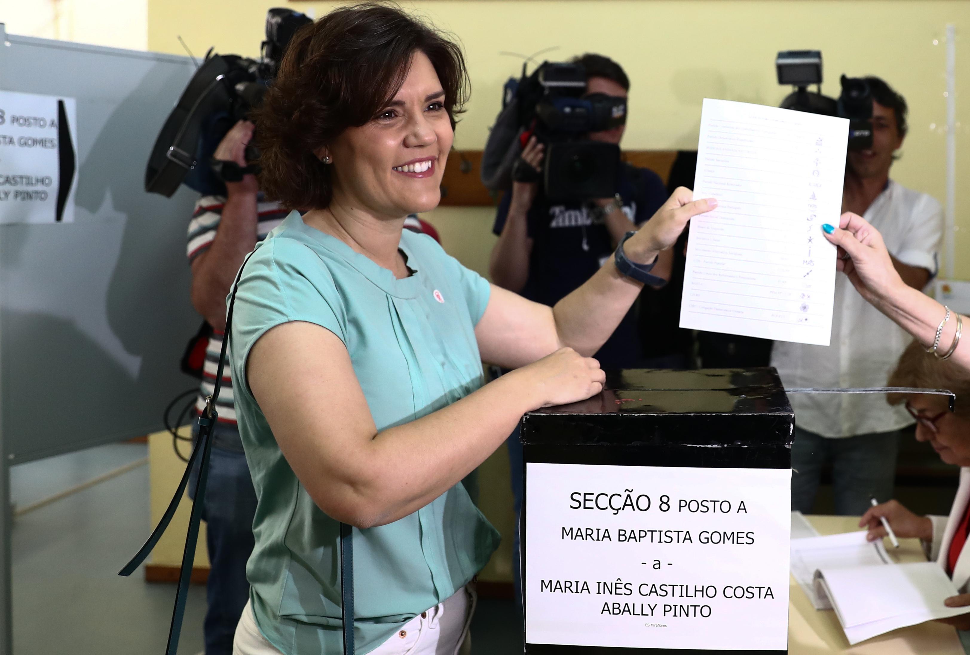 """Assunção Cristas faz apelo à participação nas Europeias em """"dia maravilhoso para votar"""""""