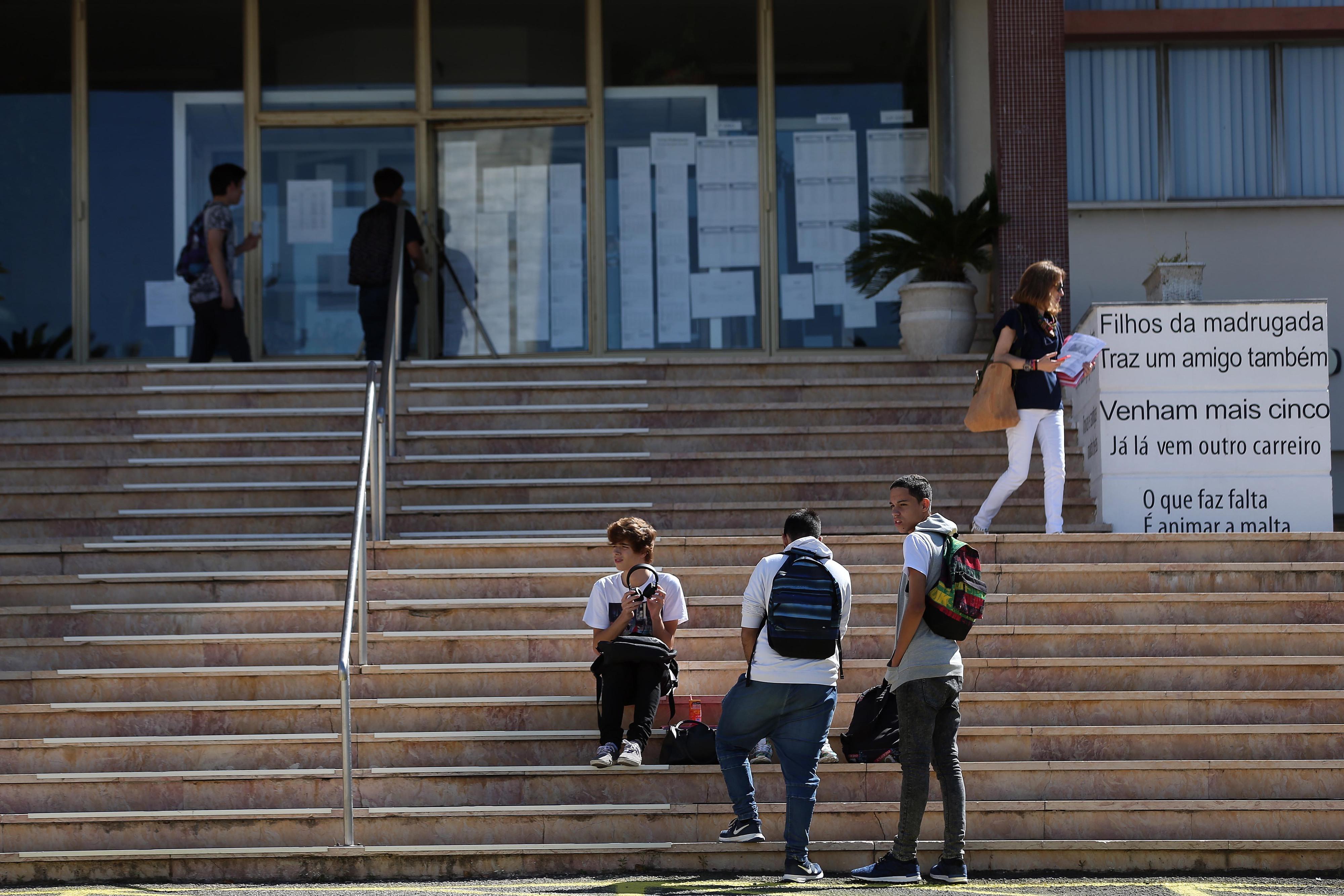 Governo quer alunos até ao 9.º ano o dia inteiro na escola