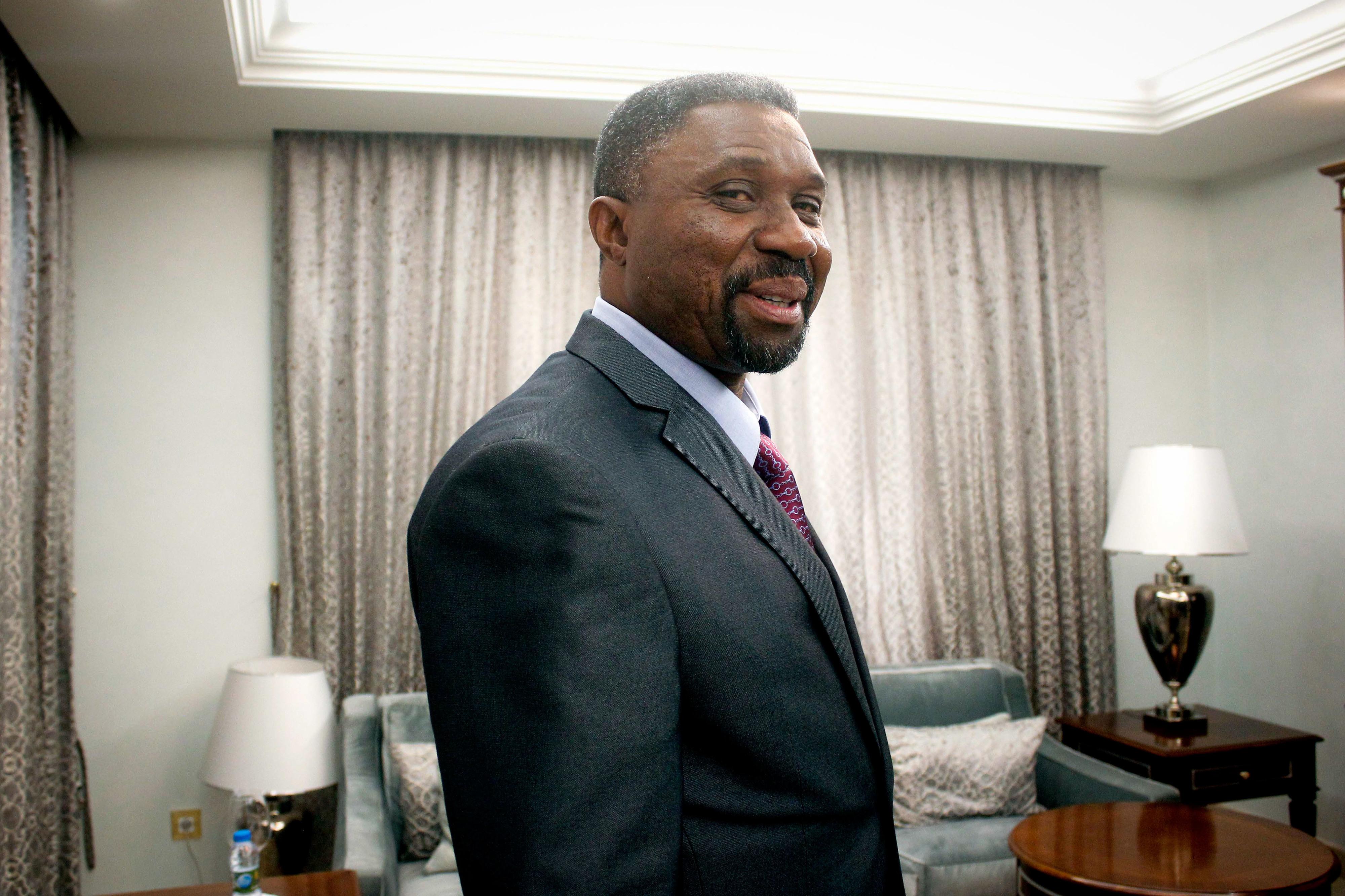 Primeiro-ministro são-tomense em Luanda para reforçar cooperação