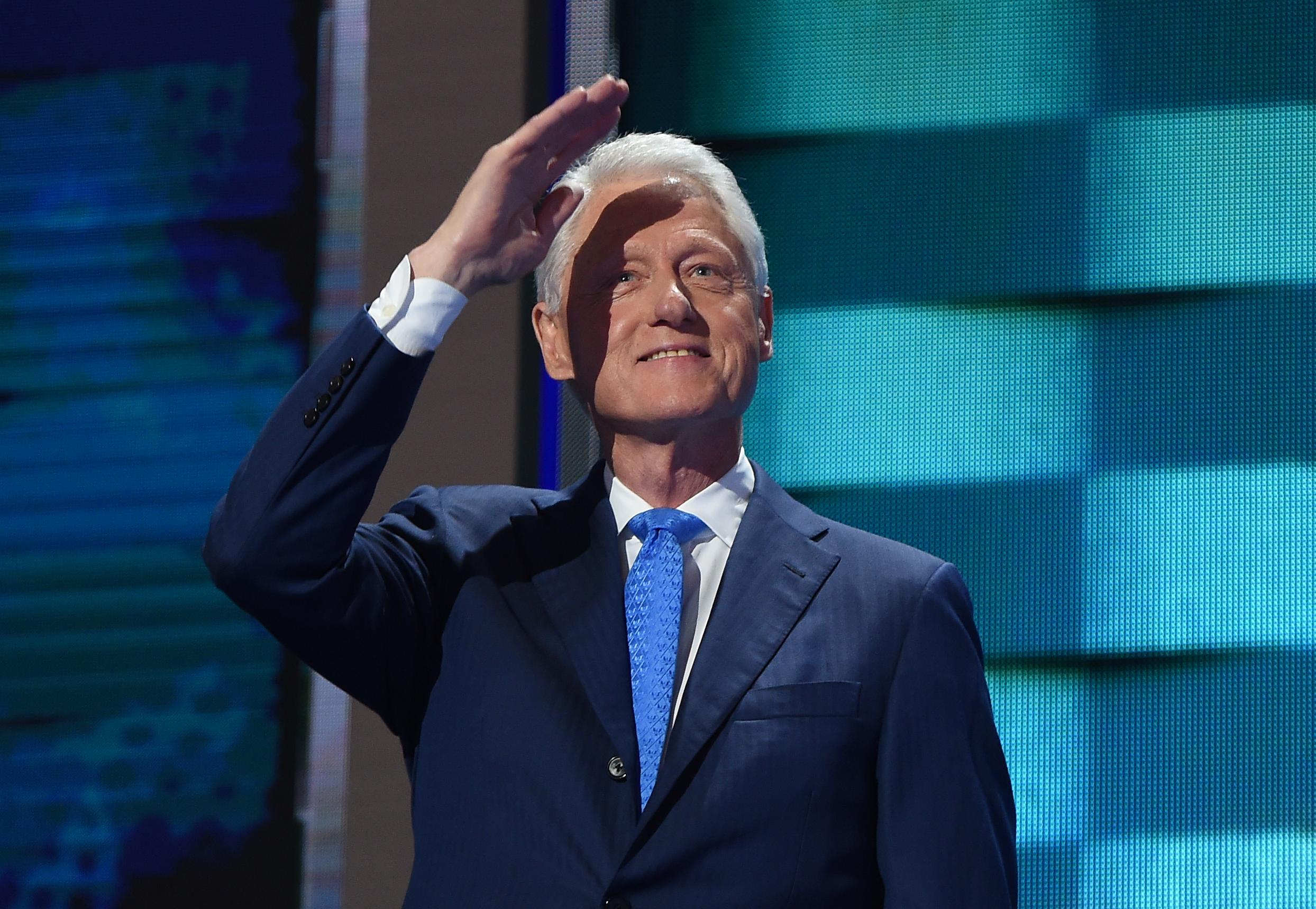 Escândalo sexual entre Clinton e Lewinsky inspira série de televisão