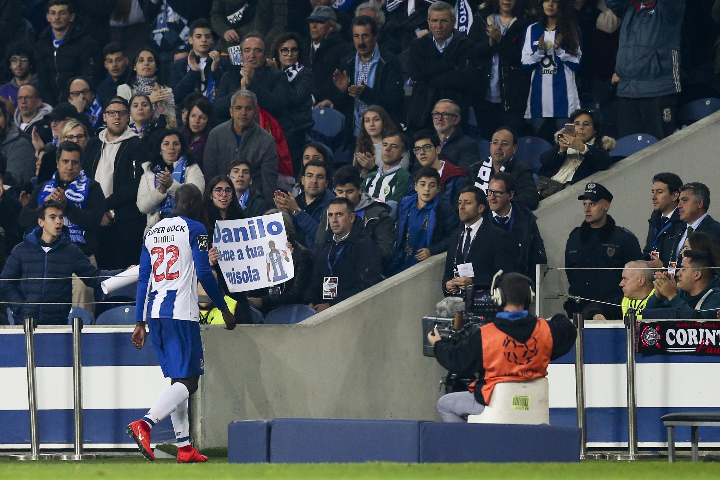 Danilo volta a realizar tratamento ao tornozelo e falha treino do FC Porto