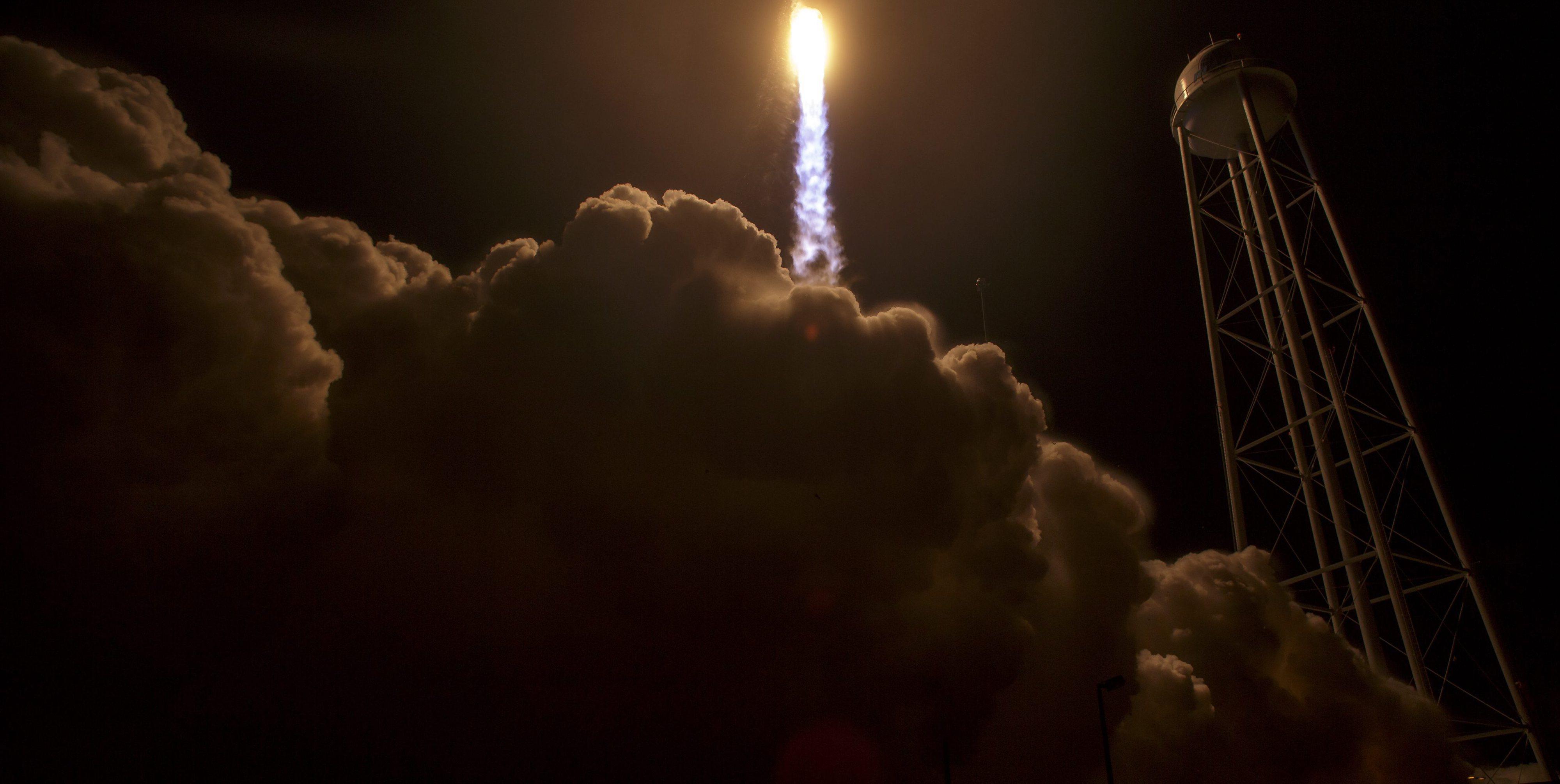 Cápsula que vai abastecer astronautas chegou à Estação Espacial Internacional