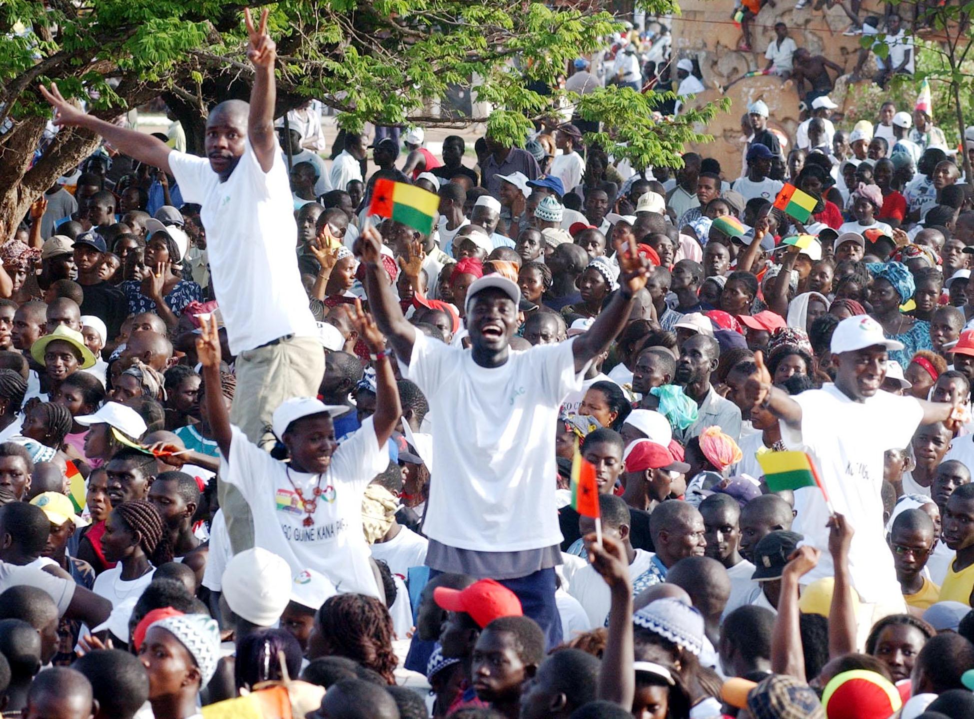 Autoridades guineenses cortam acesso a centro de Bissau para travar manifestantes