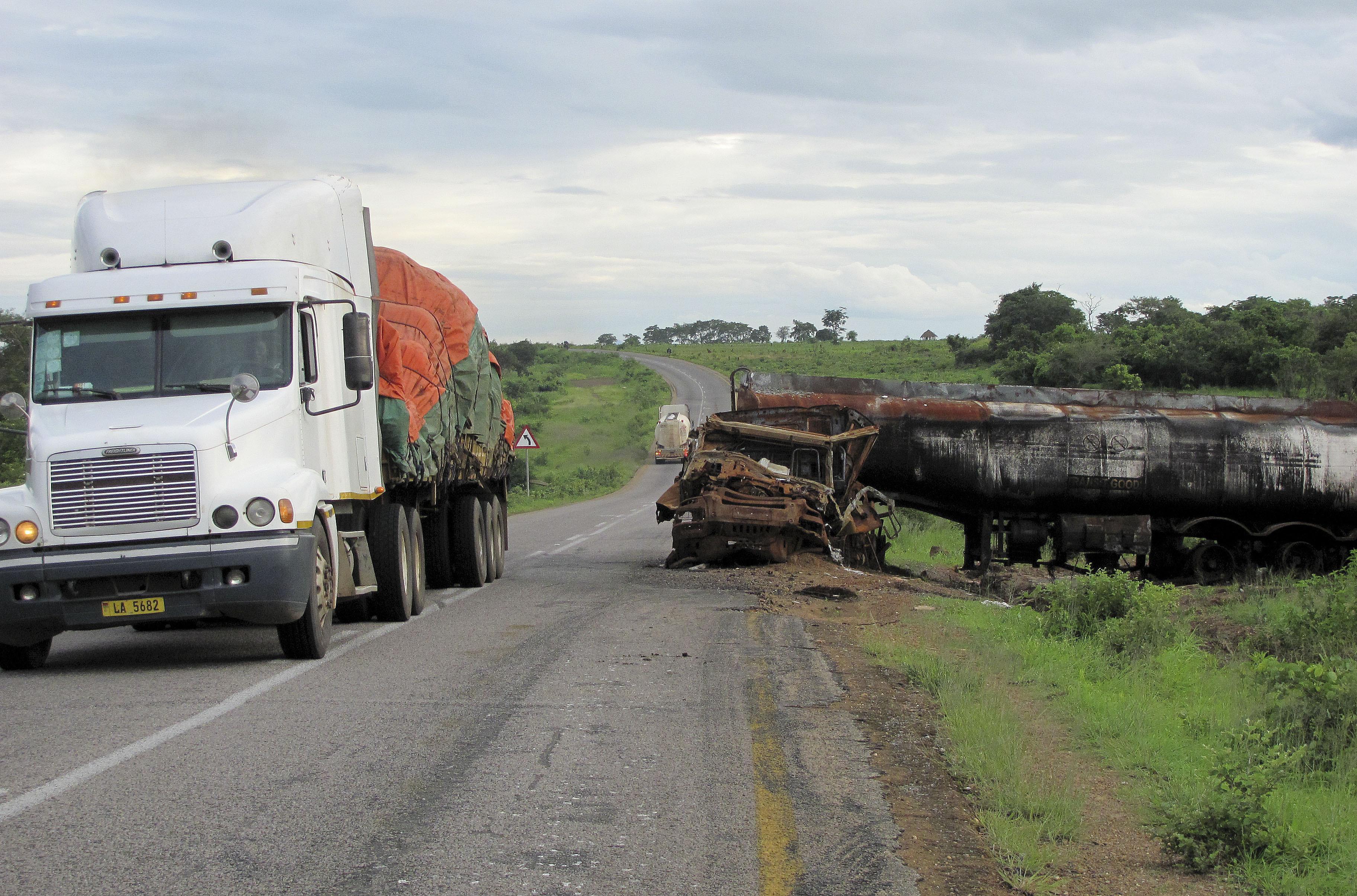 """Mortes nas estradas moçambicanas diminuem em 2016, mas total ainda é """"elevado"""" - oficial"""