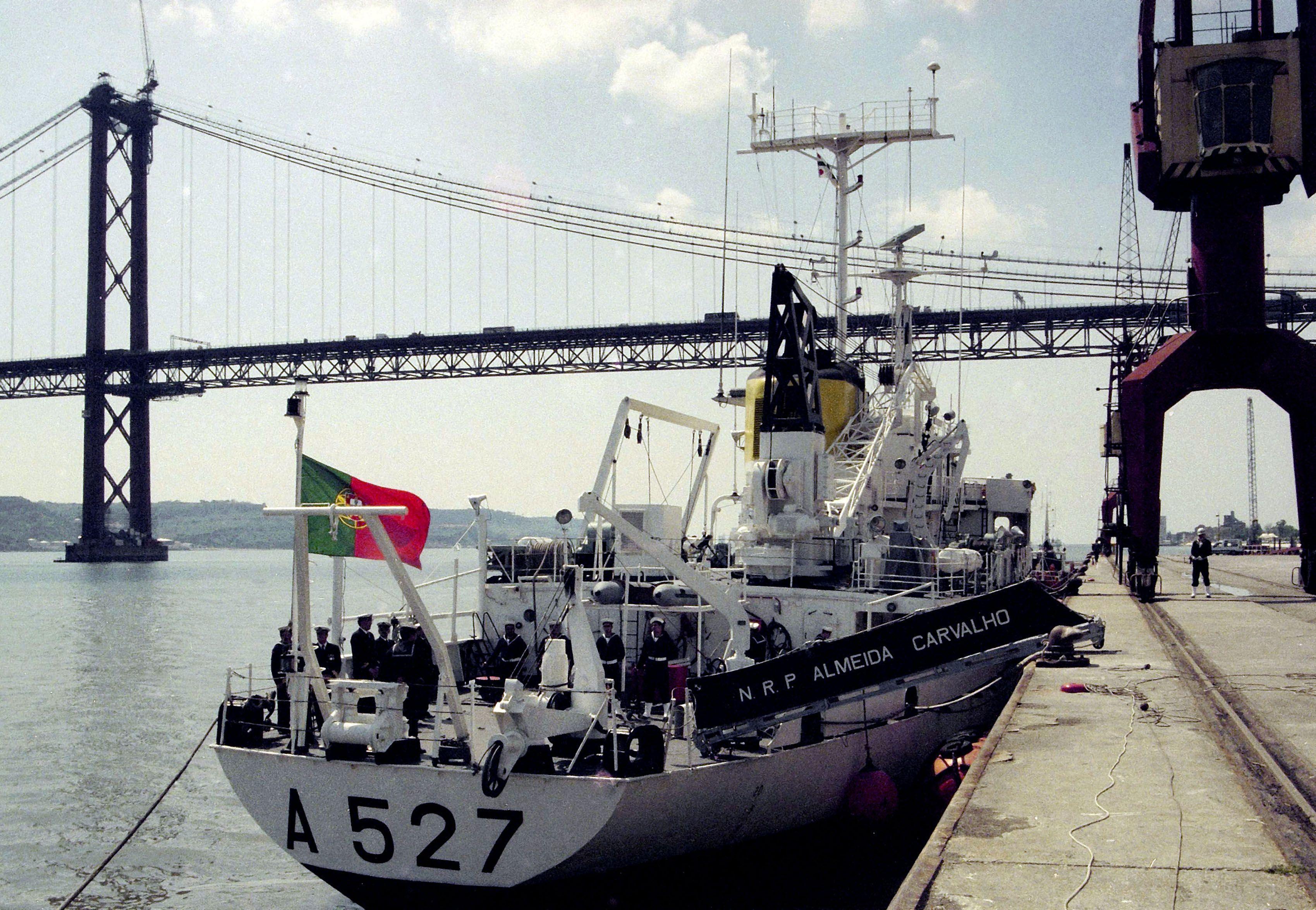 Navio hidro-oceanográfico português em operação de controlo de microplásticos em Cabo Verde