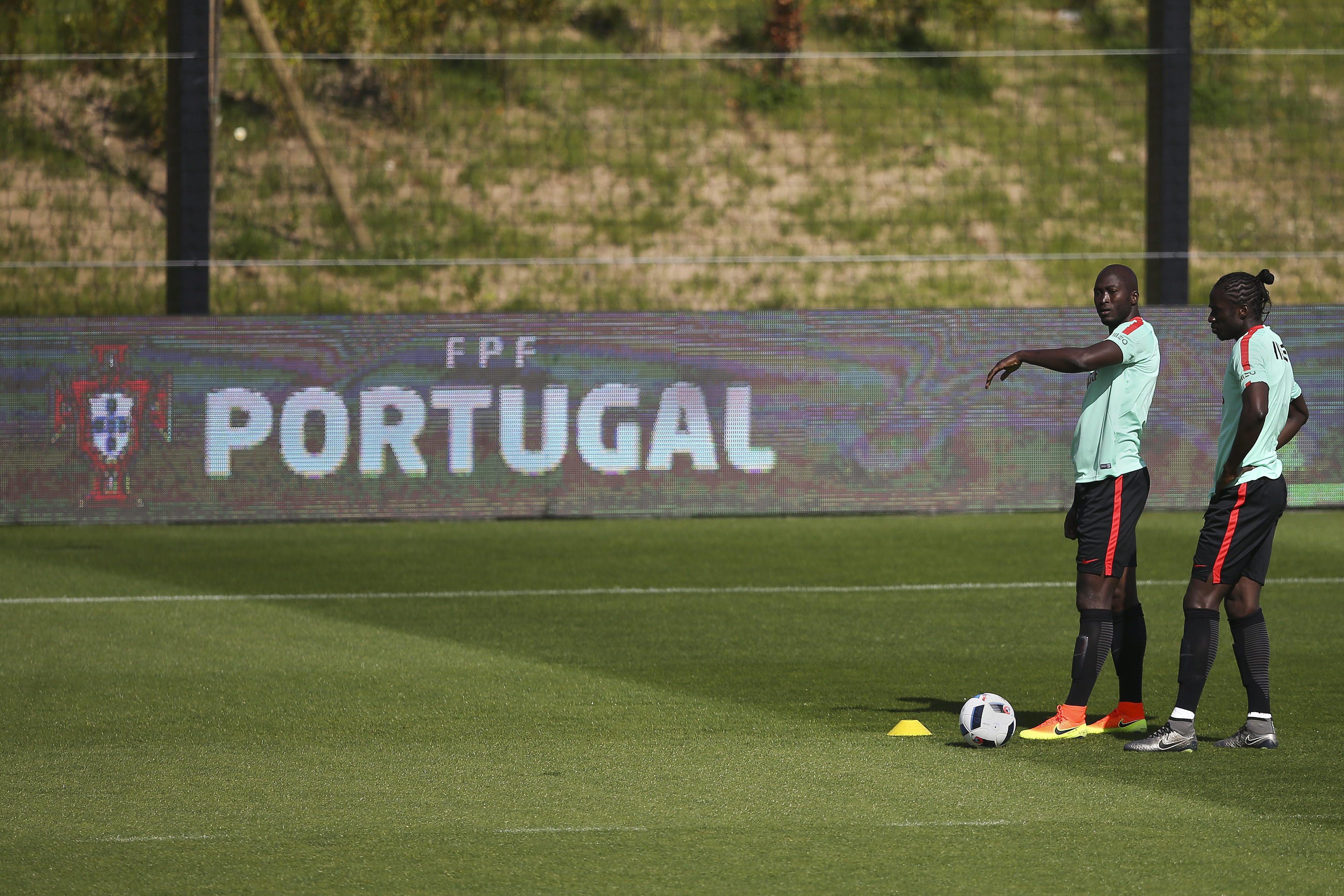 """Danilo já esqueceu época do FC Porto e promete """"luta saudável"""" com William"""