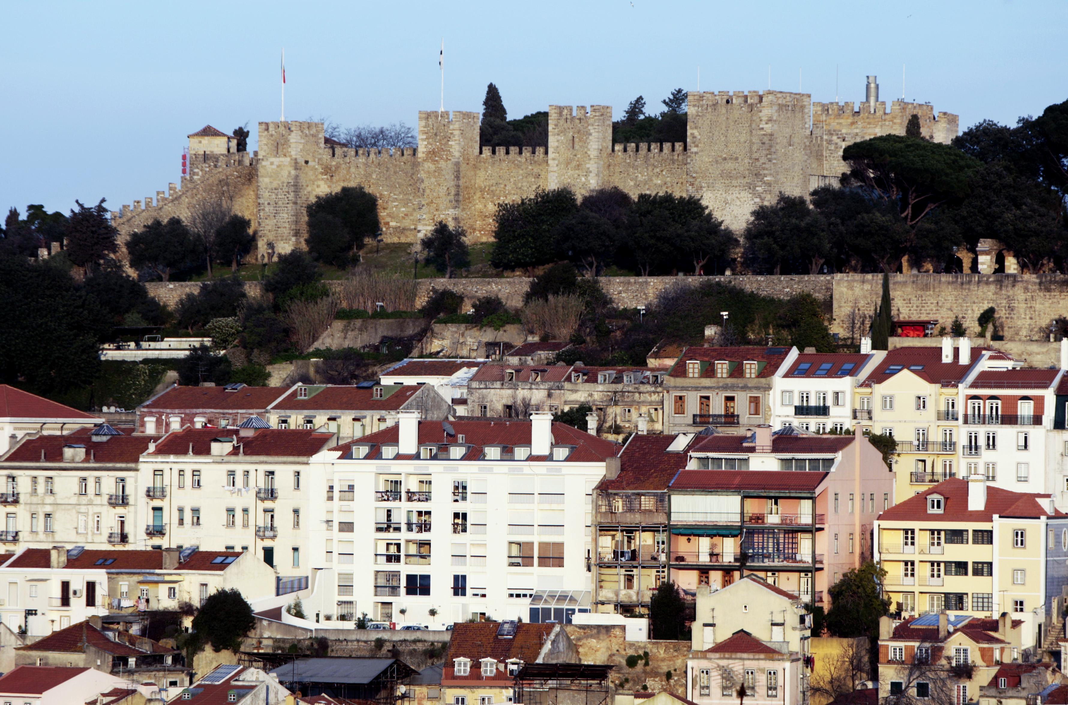 Dormidas de turistas crescem 2,1% em outubro suportadas pelo alojamento local