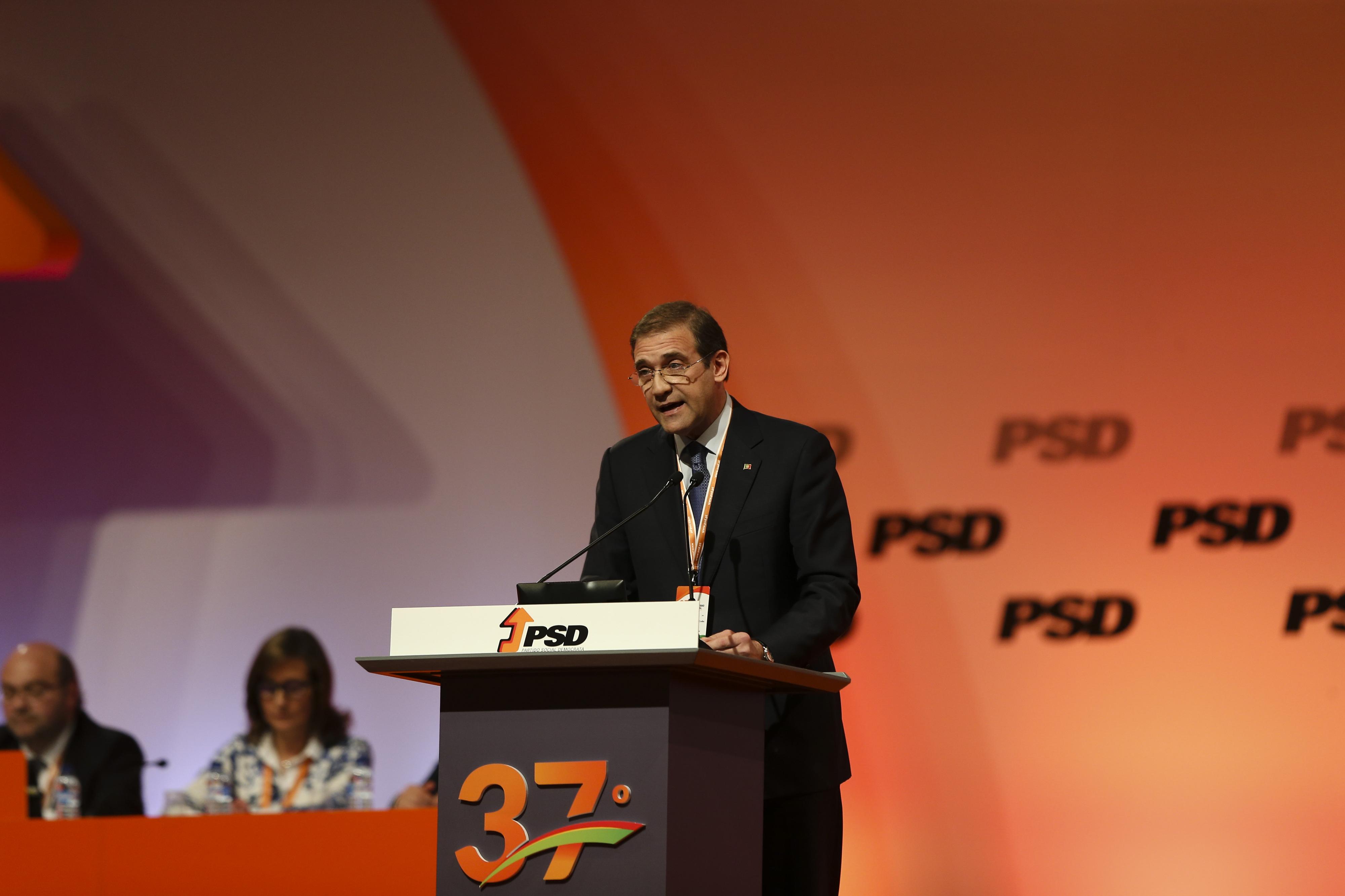 """""""Não é fácil bater a geringonça, mas é preciso bater a geringonça"""" - presidente cessante do PSD"""