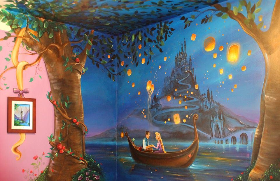 Mãe gasta 60 horas para fazer mural de conto de fadas no quarto da filha