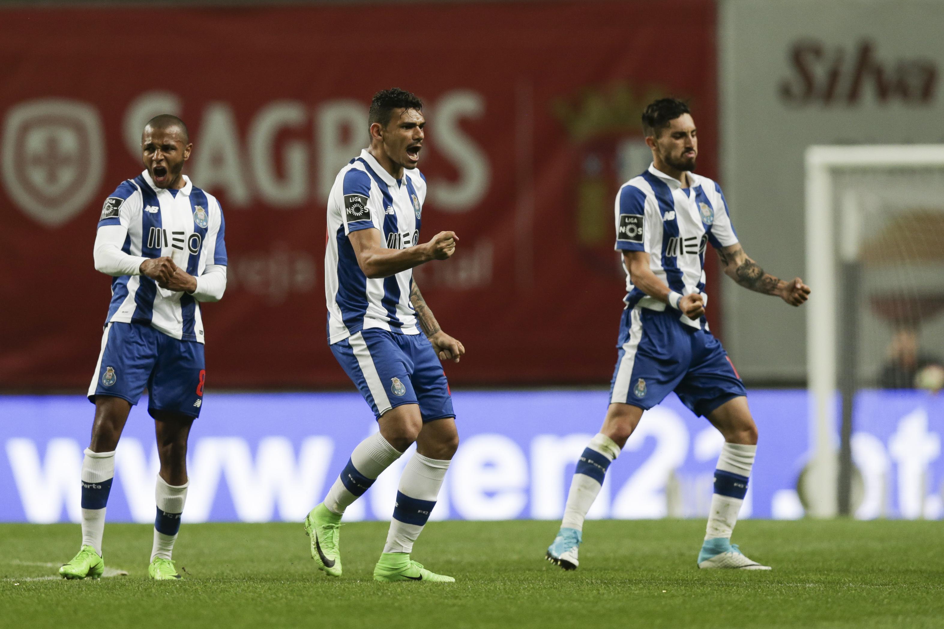 FC Porto sob 'brasas' em Chaves, Benfica reencontra difícil Estoril-Praia