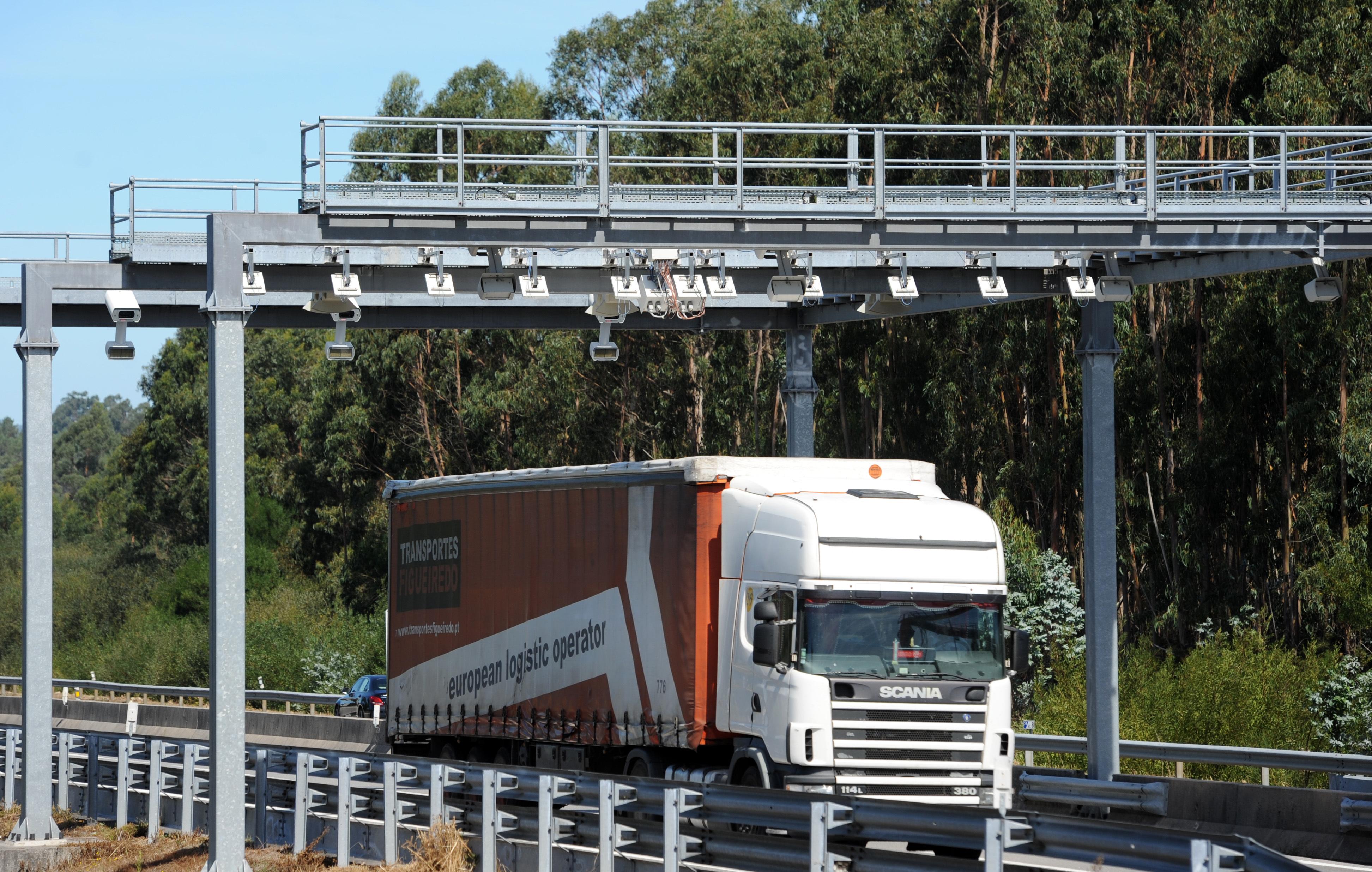 """Automobilistas já podem """"fugir"""" ao pórtico de portagem na A29 em Gaia"""