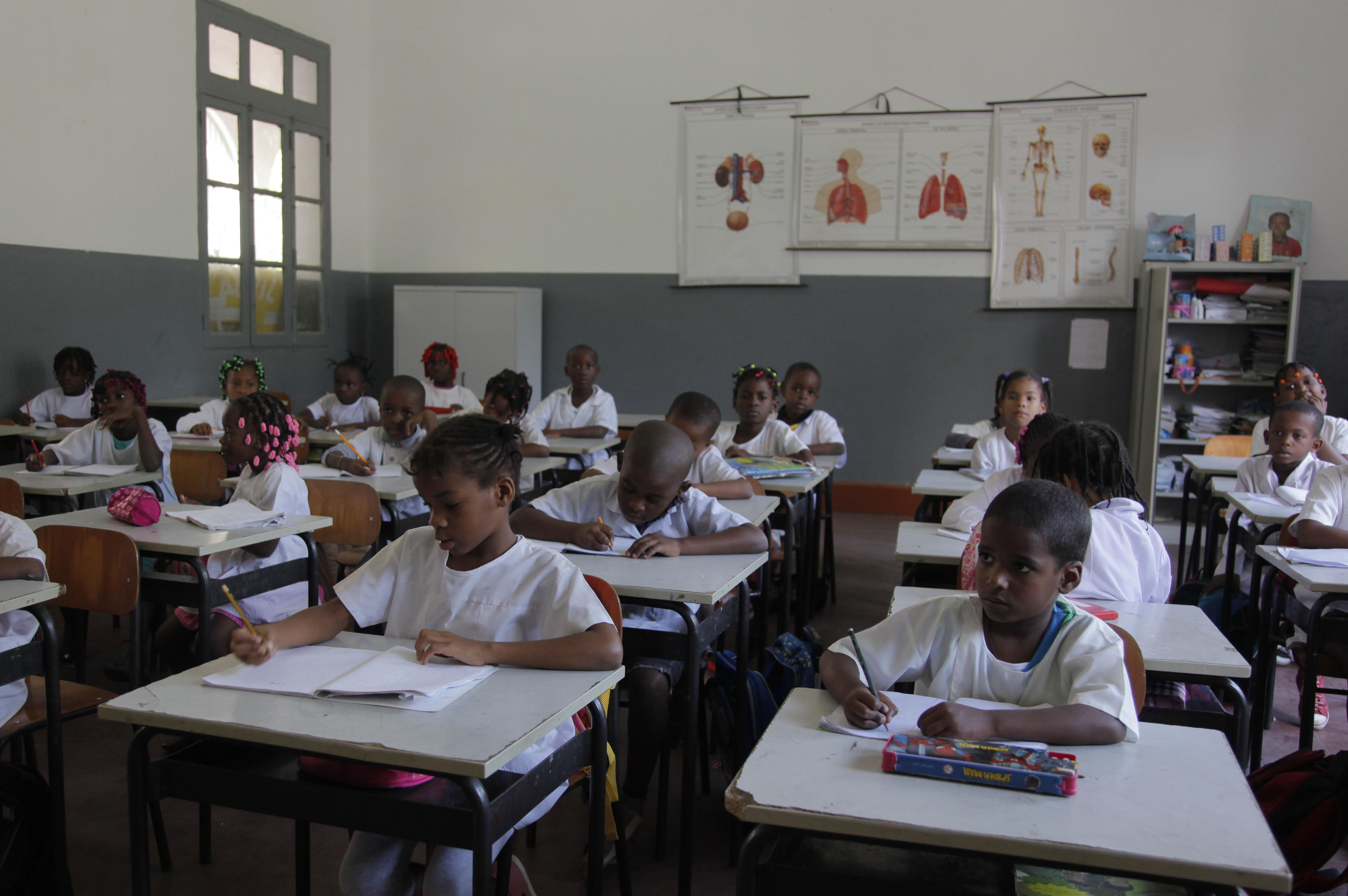 Professores angolanos cumprem terceiro dia de greve com Benguela de fora