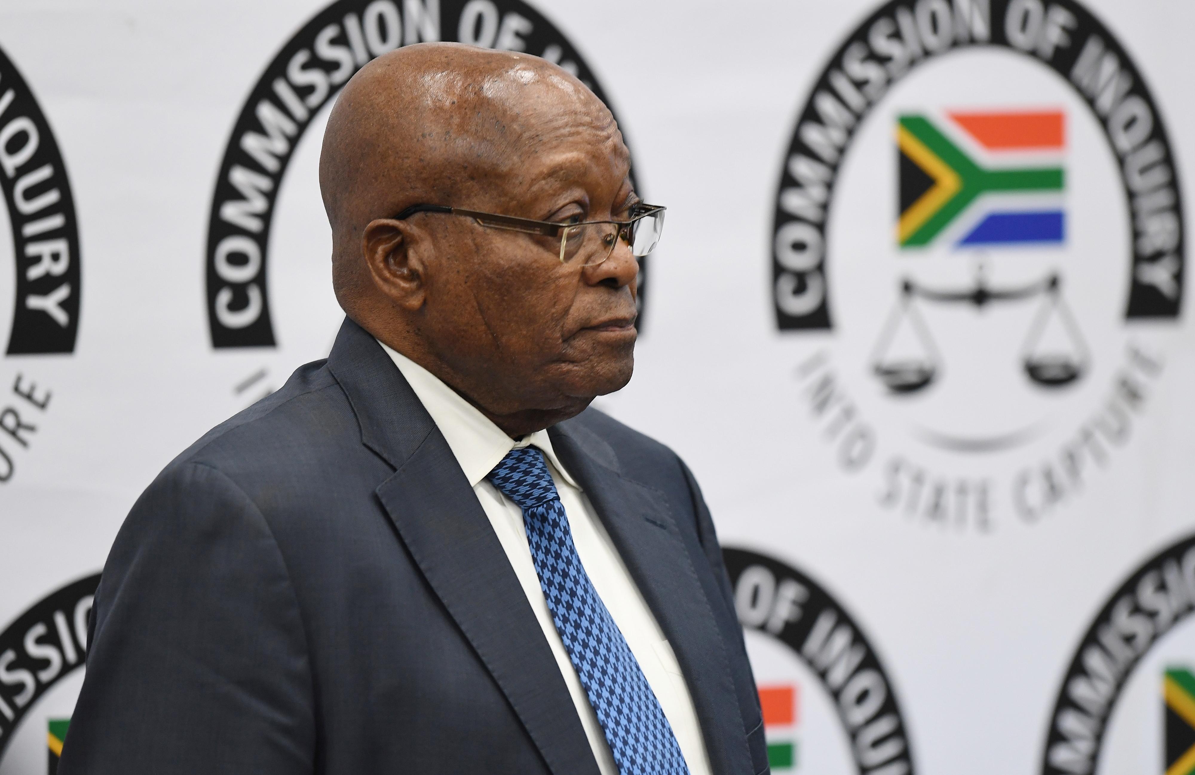 Ex-PR da África do Sul Jacob Zuma nega alegações de corrupção na comissão de inquérito
