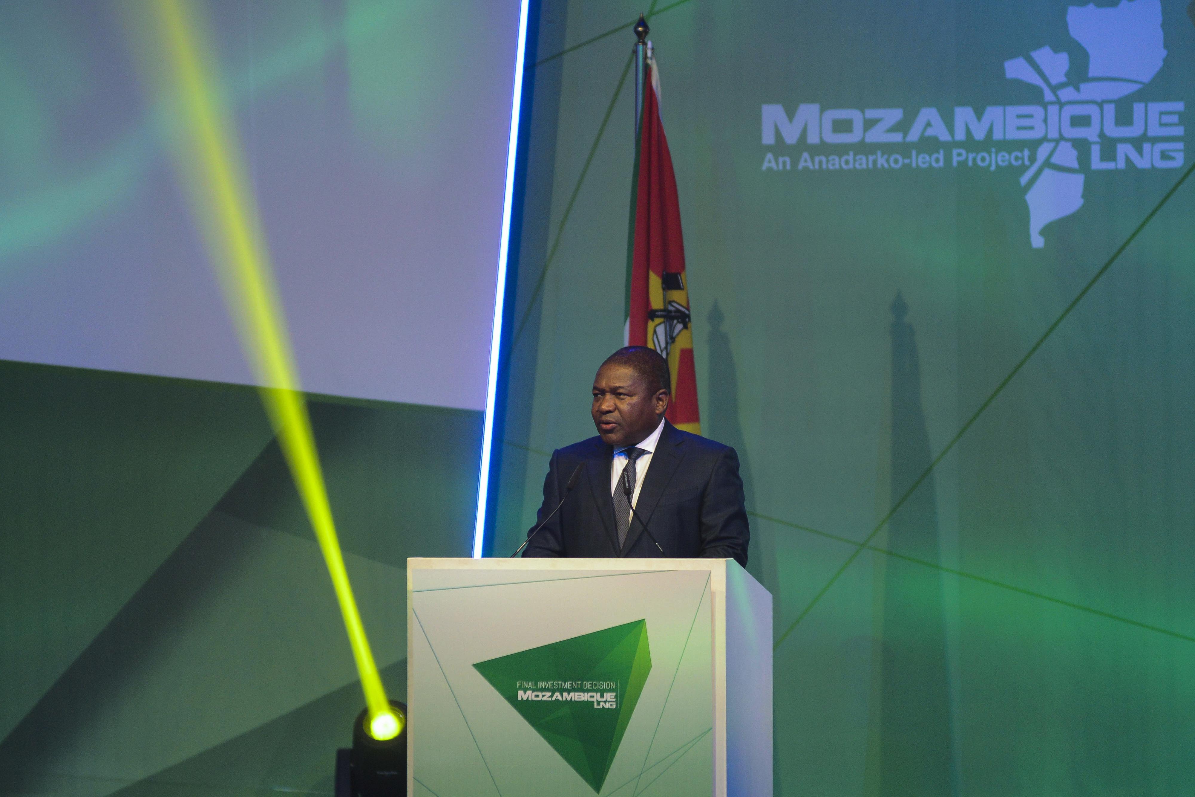 """Investimentos em gás capazes de transformar Moçambique """"tornaram-se numa certeza"""", diz PR"""