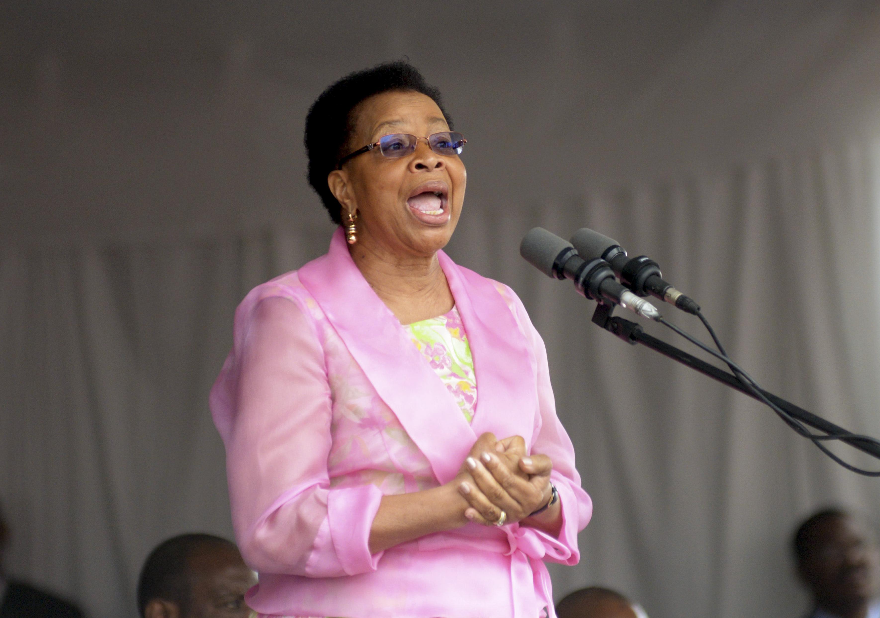 """Graça Machel defende que Moçambique precisa de eliminar """"paredes de ódio"""""""
