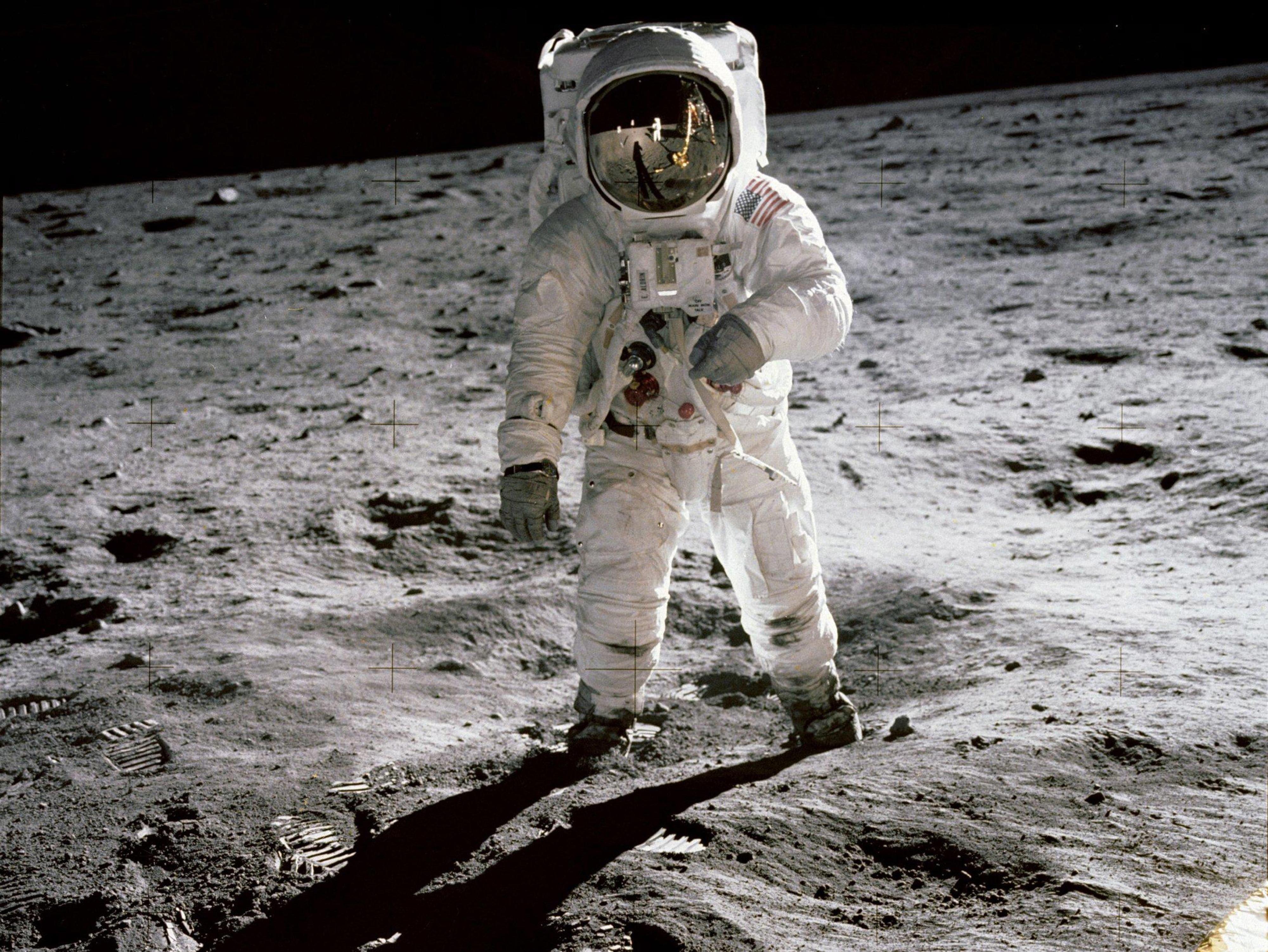 Astronautas são enviados da humanidade ao lugar que é de todos