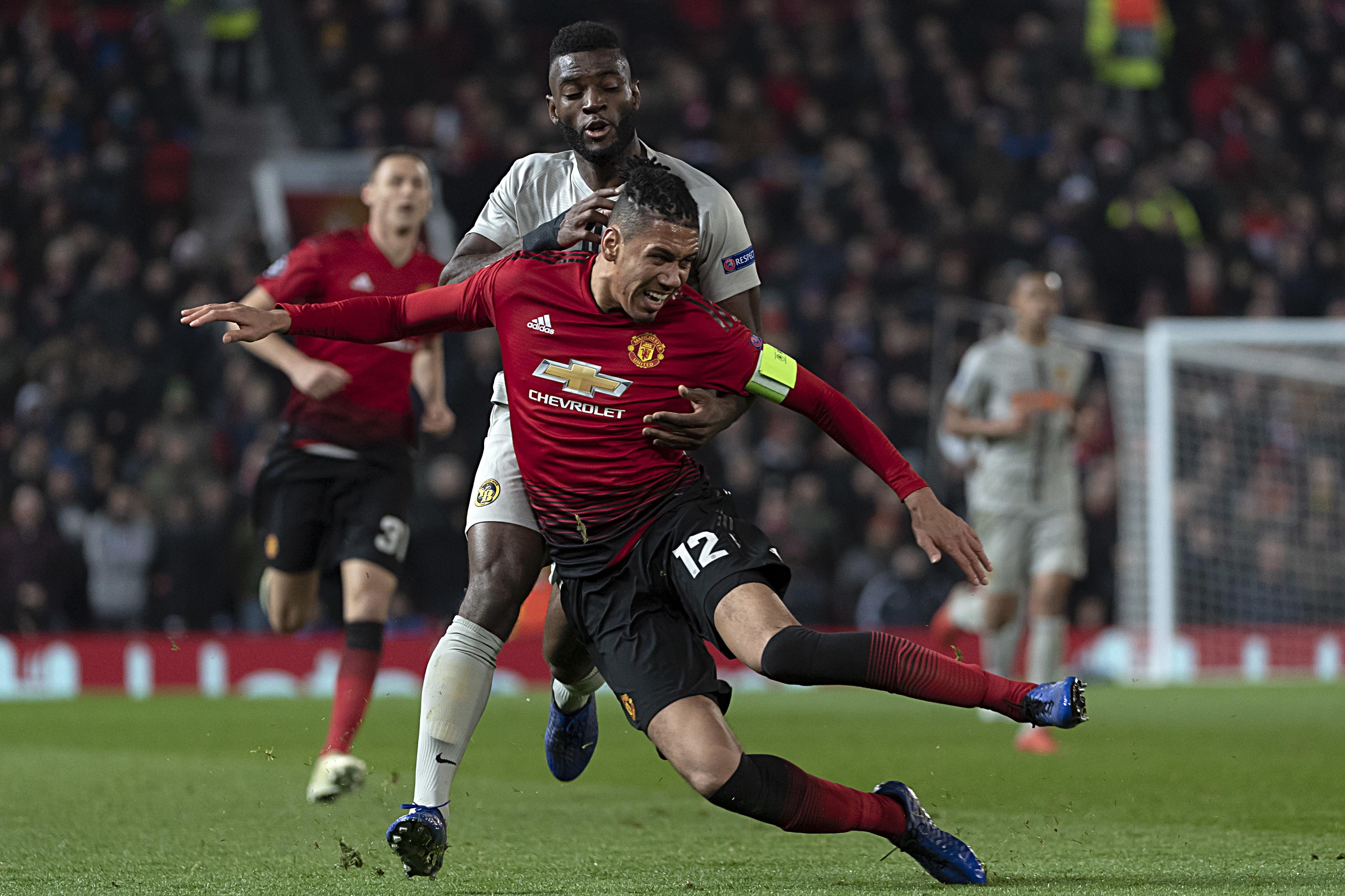 Smalling prolonga contrato com Manchester United até 2022