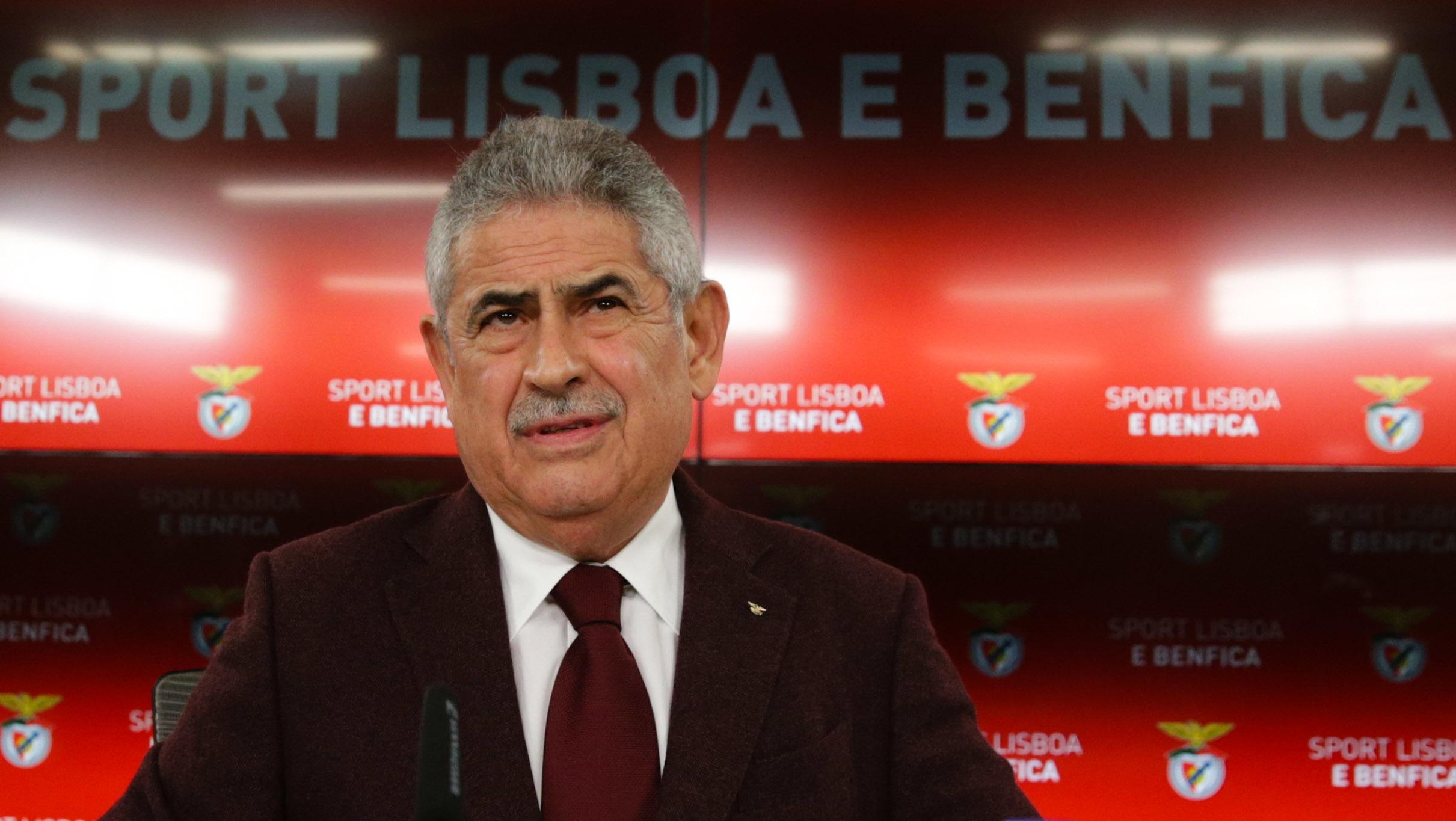 """Luís Filipe Vieira """"severamente preocupado"""" com arbitragem"""