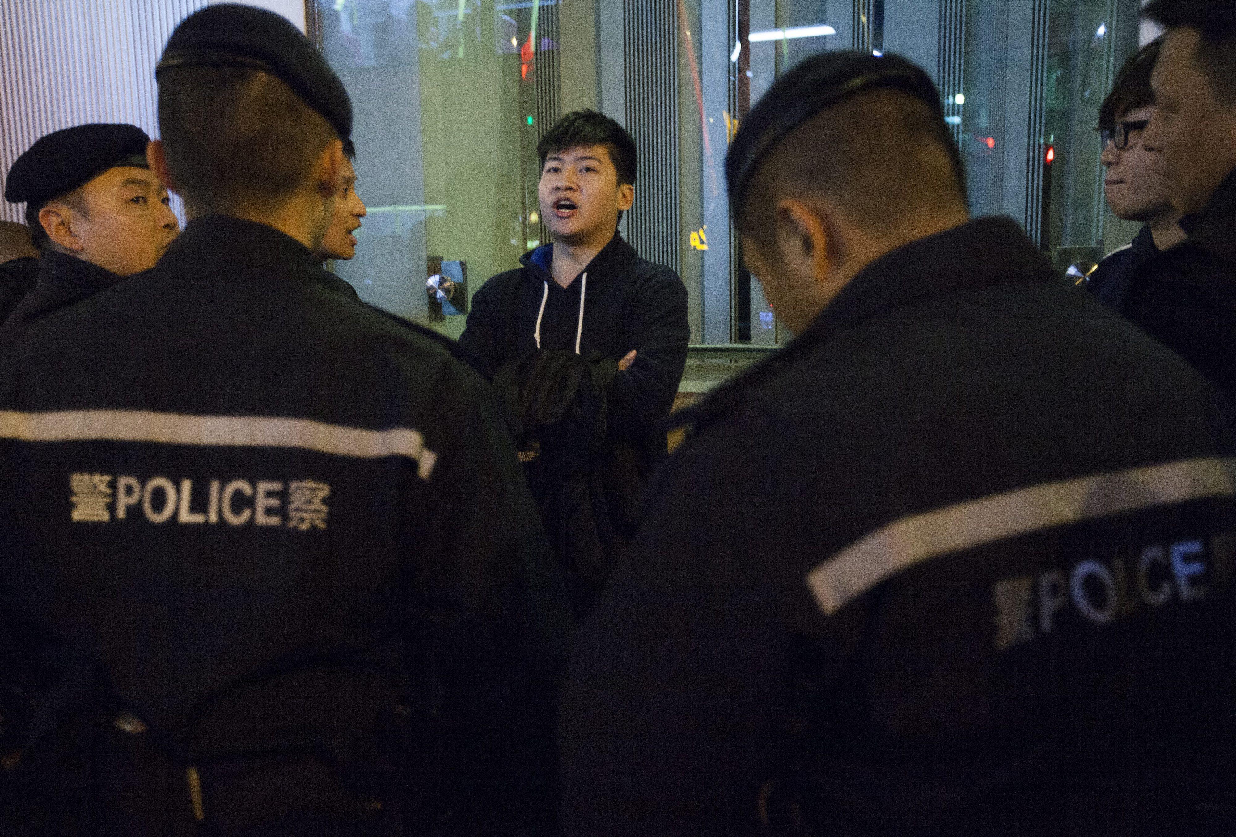 Hong Kong acusa 37 pessoas de motim pelos distúrbios de segunda-feira