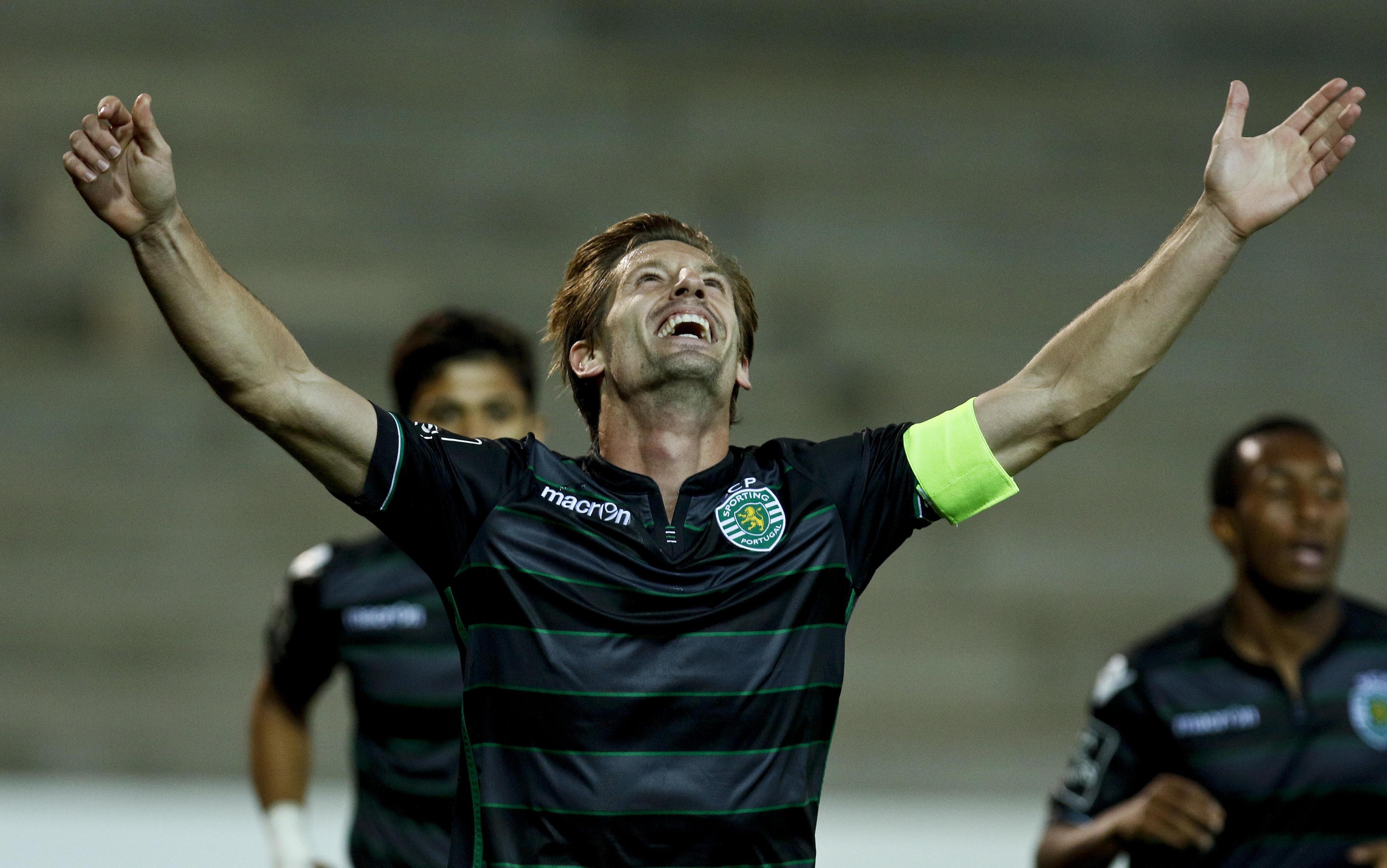 Sporting renova contrato com Adrien até 2020