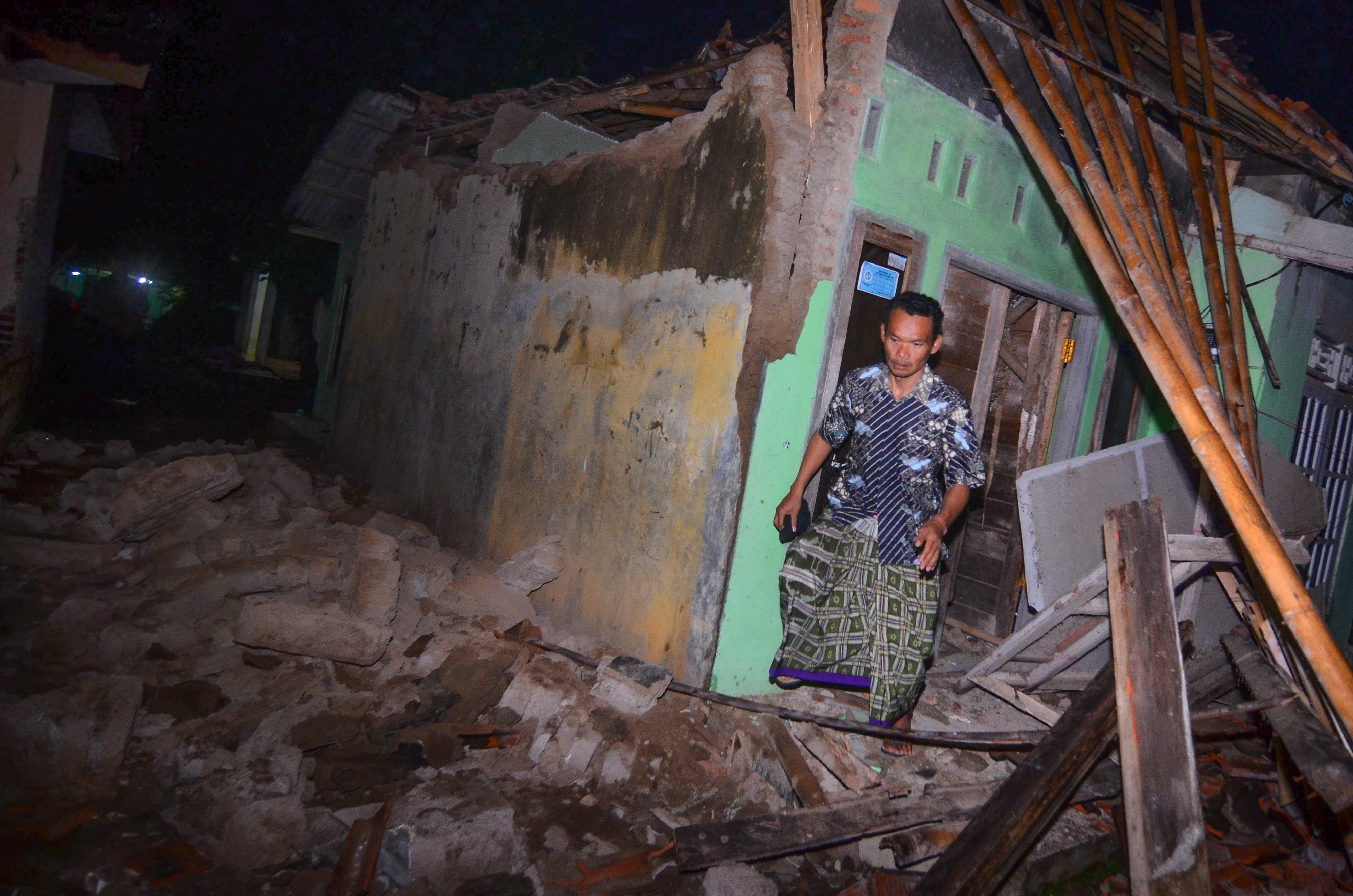 Forte sismo na Indonésia causou pelo menos um morto