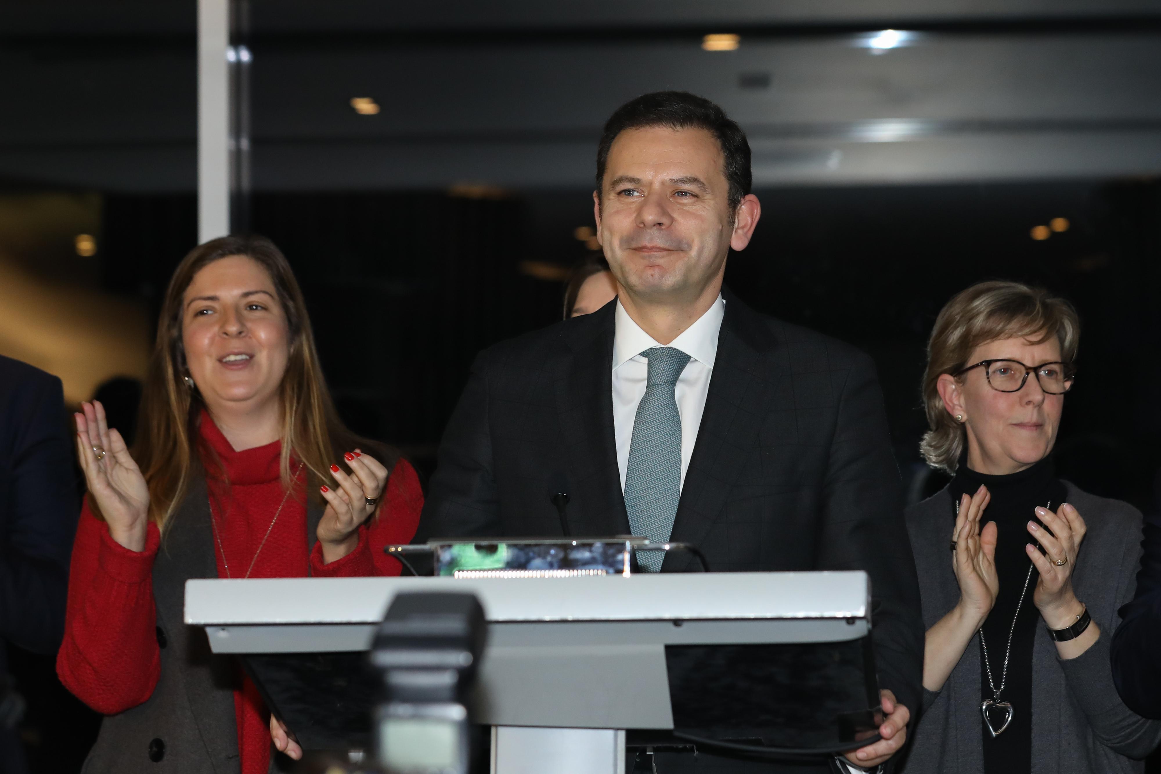 """Montenegro saúda Rio pela vitória e pede-lhe que """"devolva unidade"""" ao PSD"""