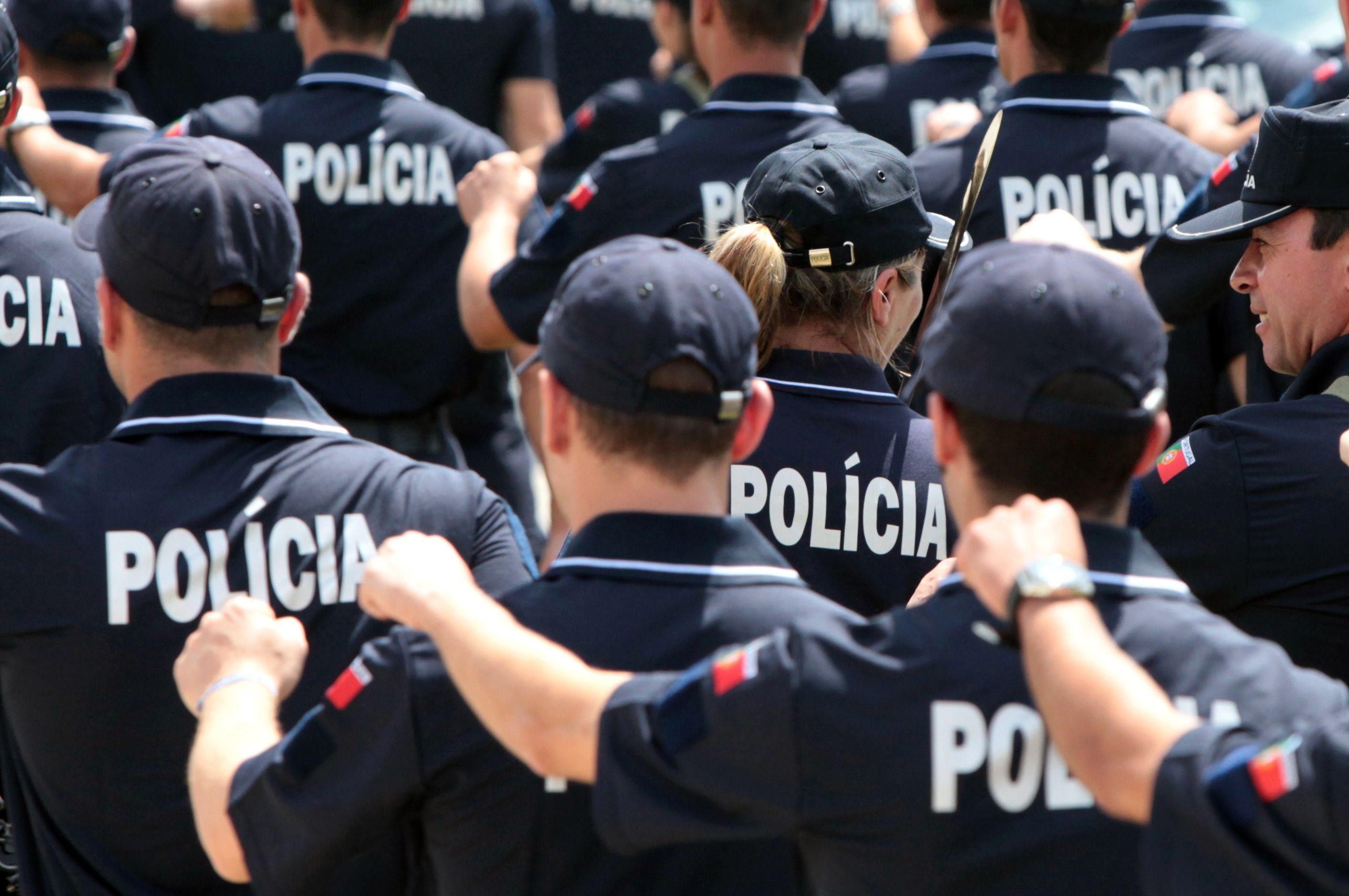 PSP de Lisboa deteve cinco homens no domingo por agressões a polícias