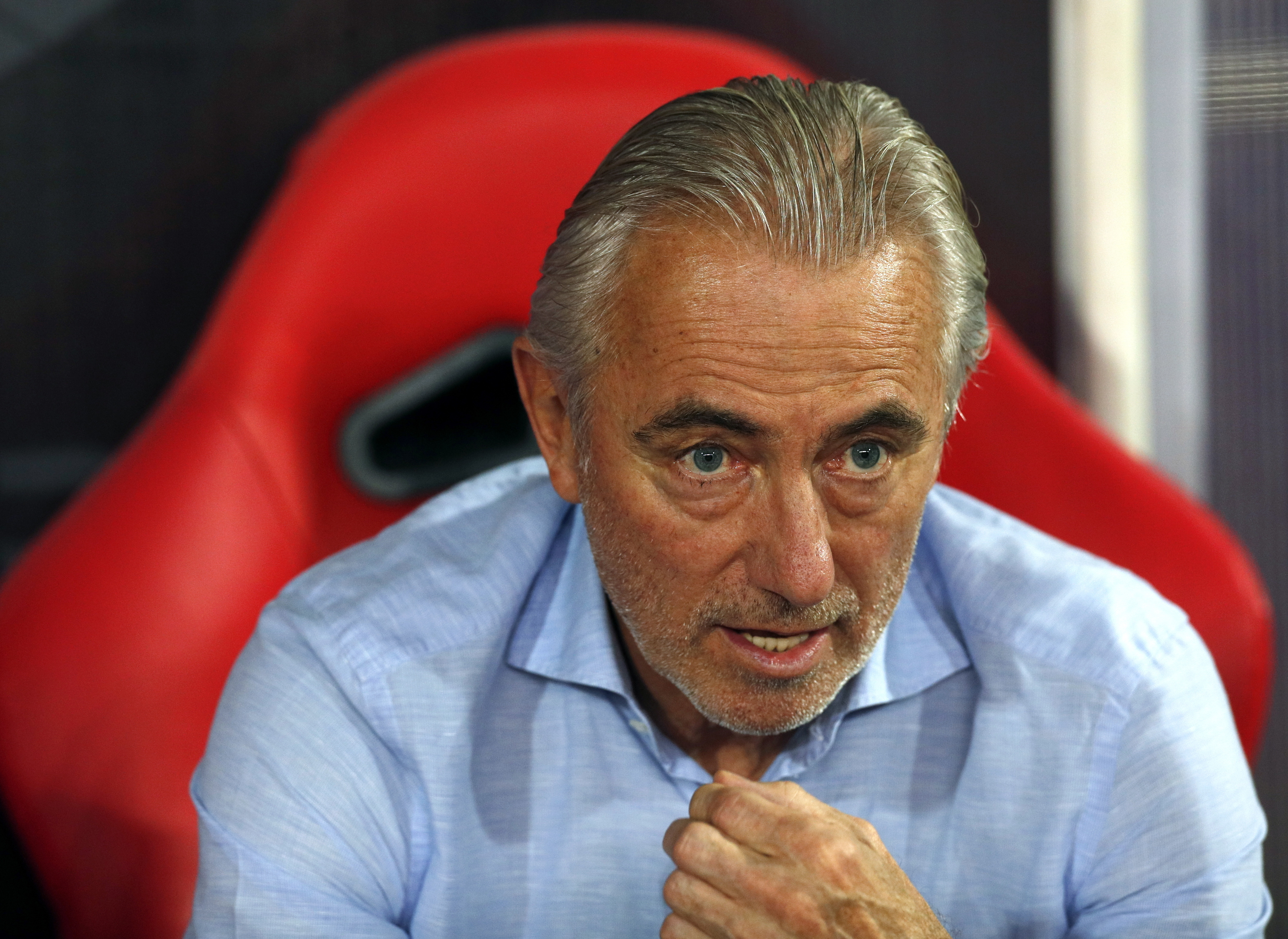 Treinador holandês Bert van Marwijk deixa seleção dos Emirados Árabes Unidos