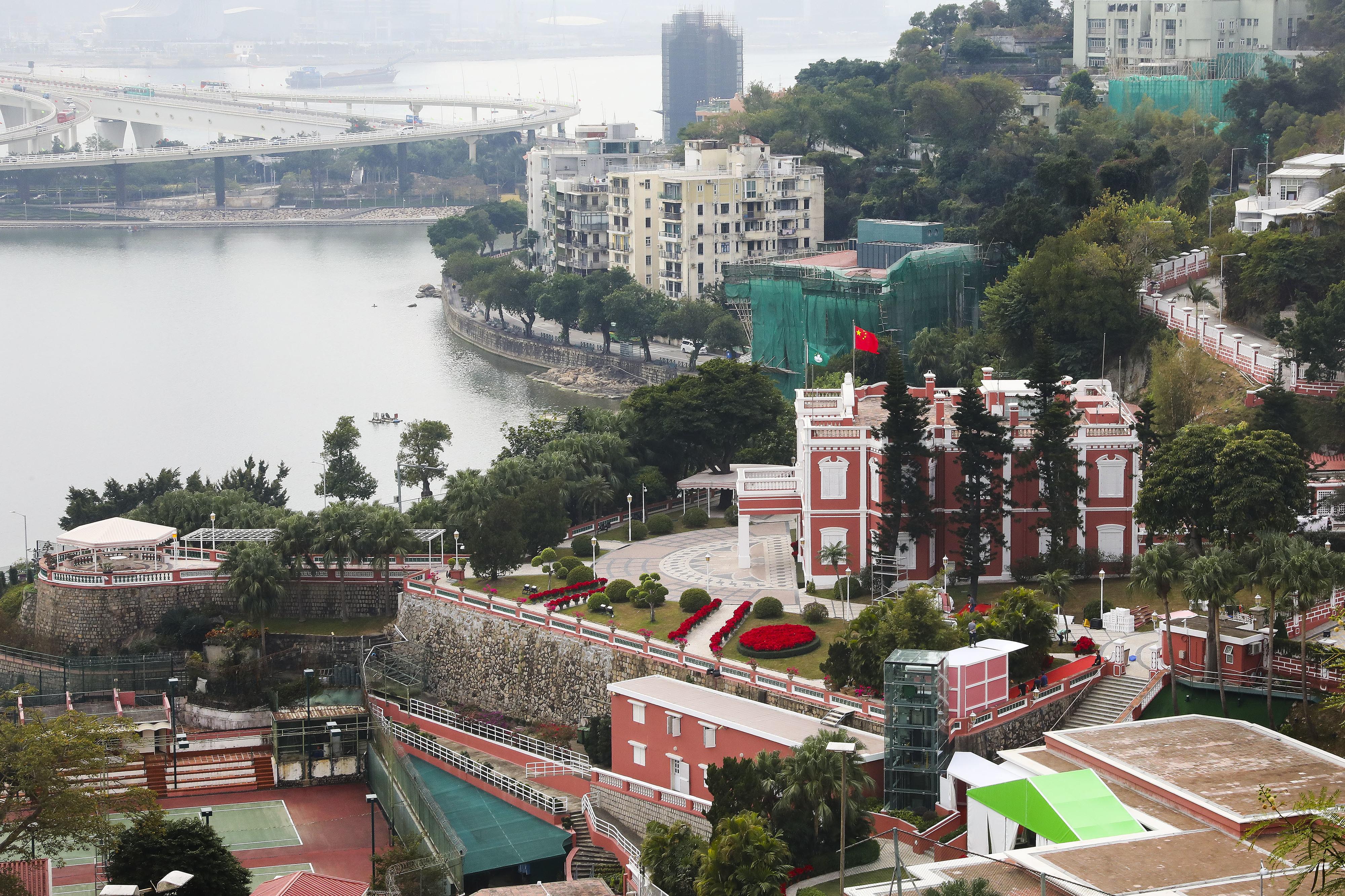 Macau adia regresso às aulas e fecha bibliotecas, museus e espaços desportivos