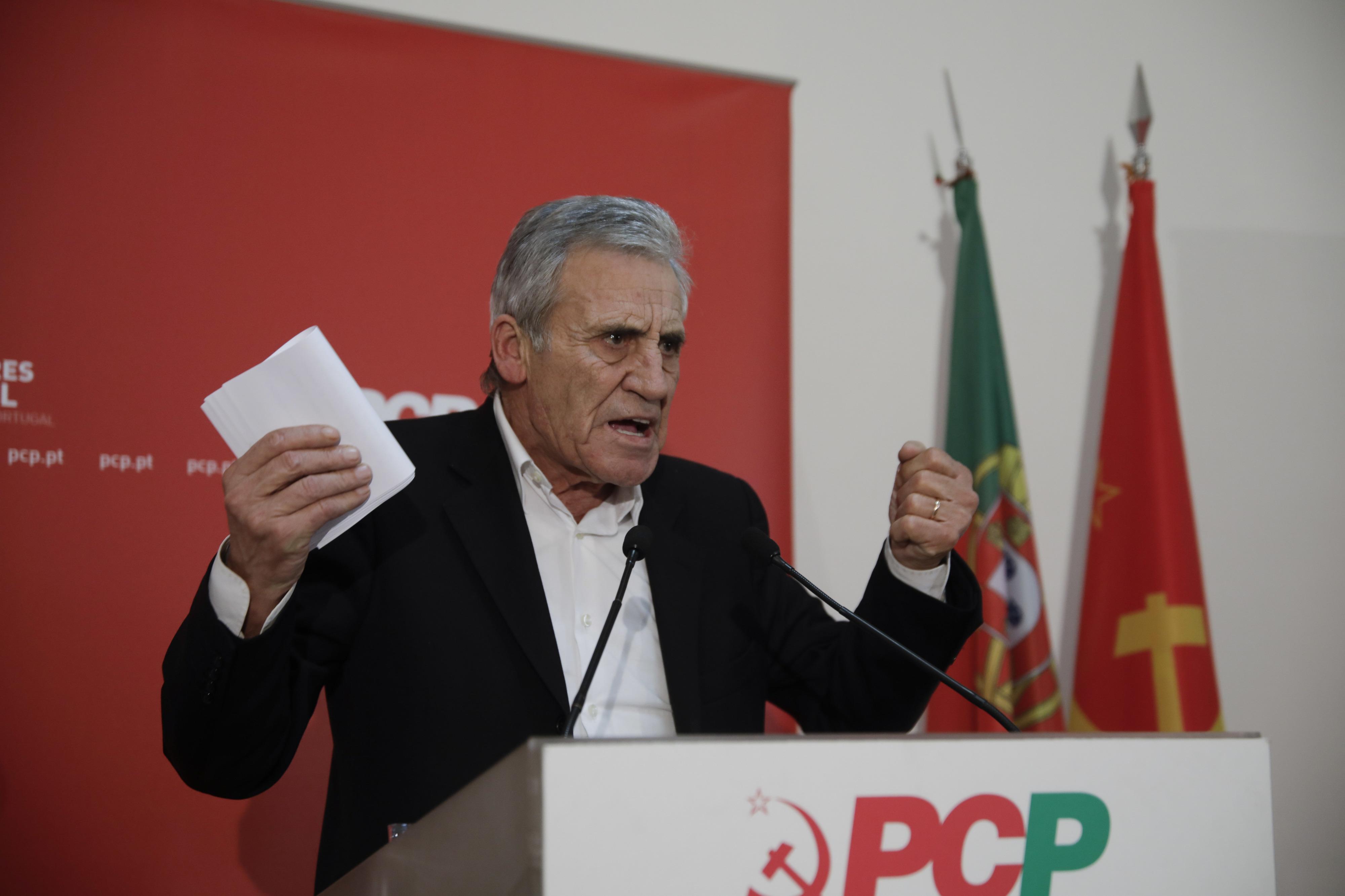 PCP defende um vínculo efetivo por cada contrato de trabalho permanente