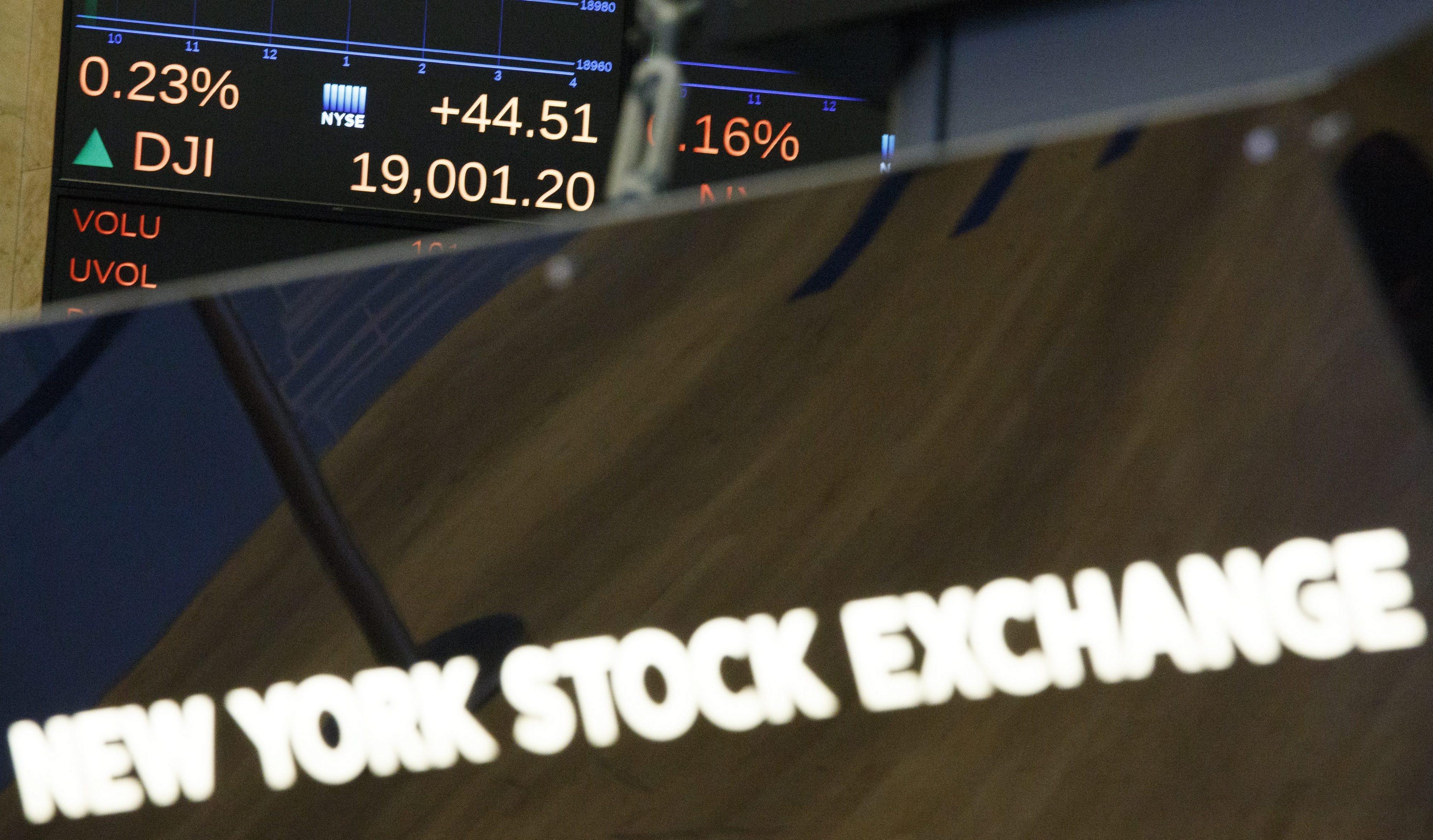Wall Street fecha no vermelho com preocupações sobre conflito EUA-China