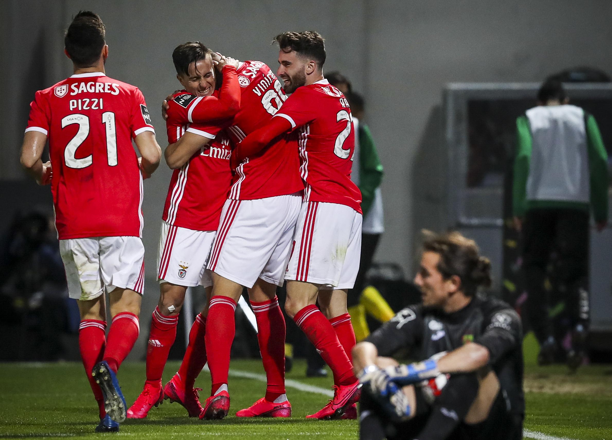 Benfica vence Paços de Ferreira e vai em 18 vitórias seguidas fora