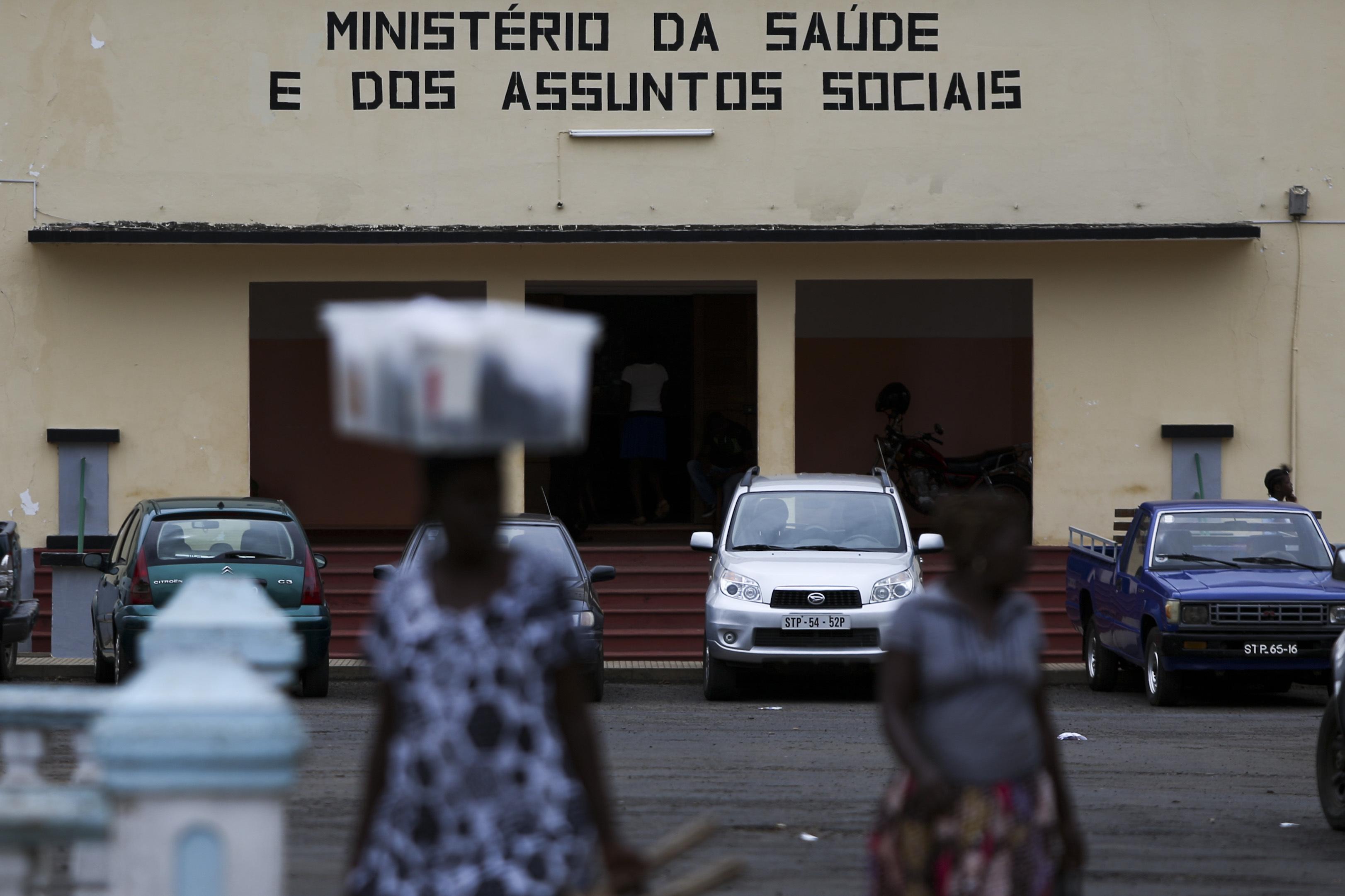 São Tomé suspende ligações com Príncipe e visitas a doentes e presos