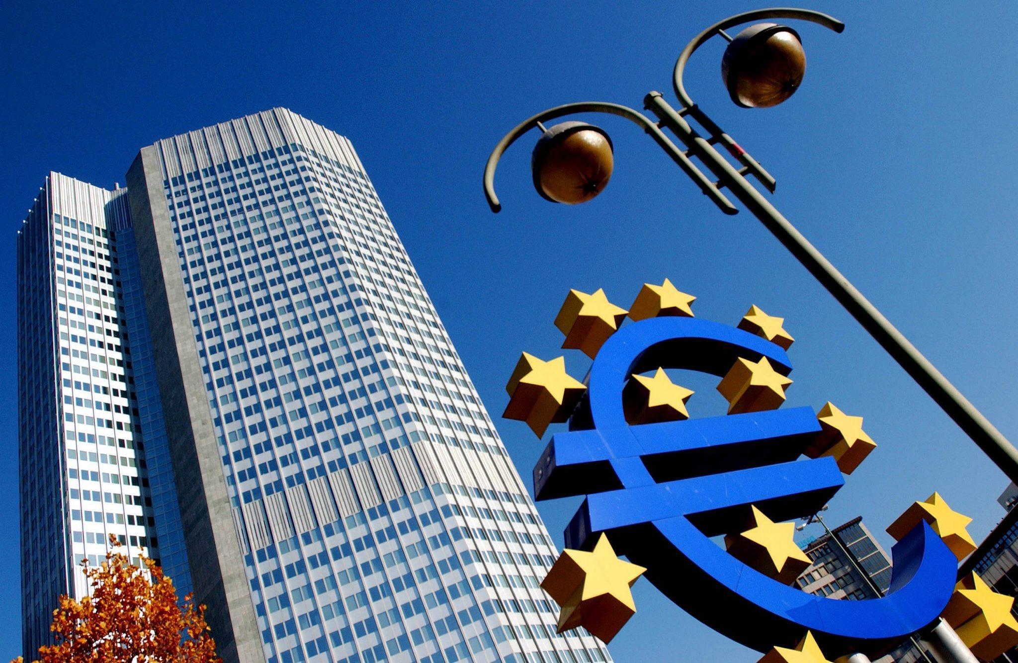 Confiança dos consumidores sobe em abril na zona euro para os 0,4 pontos