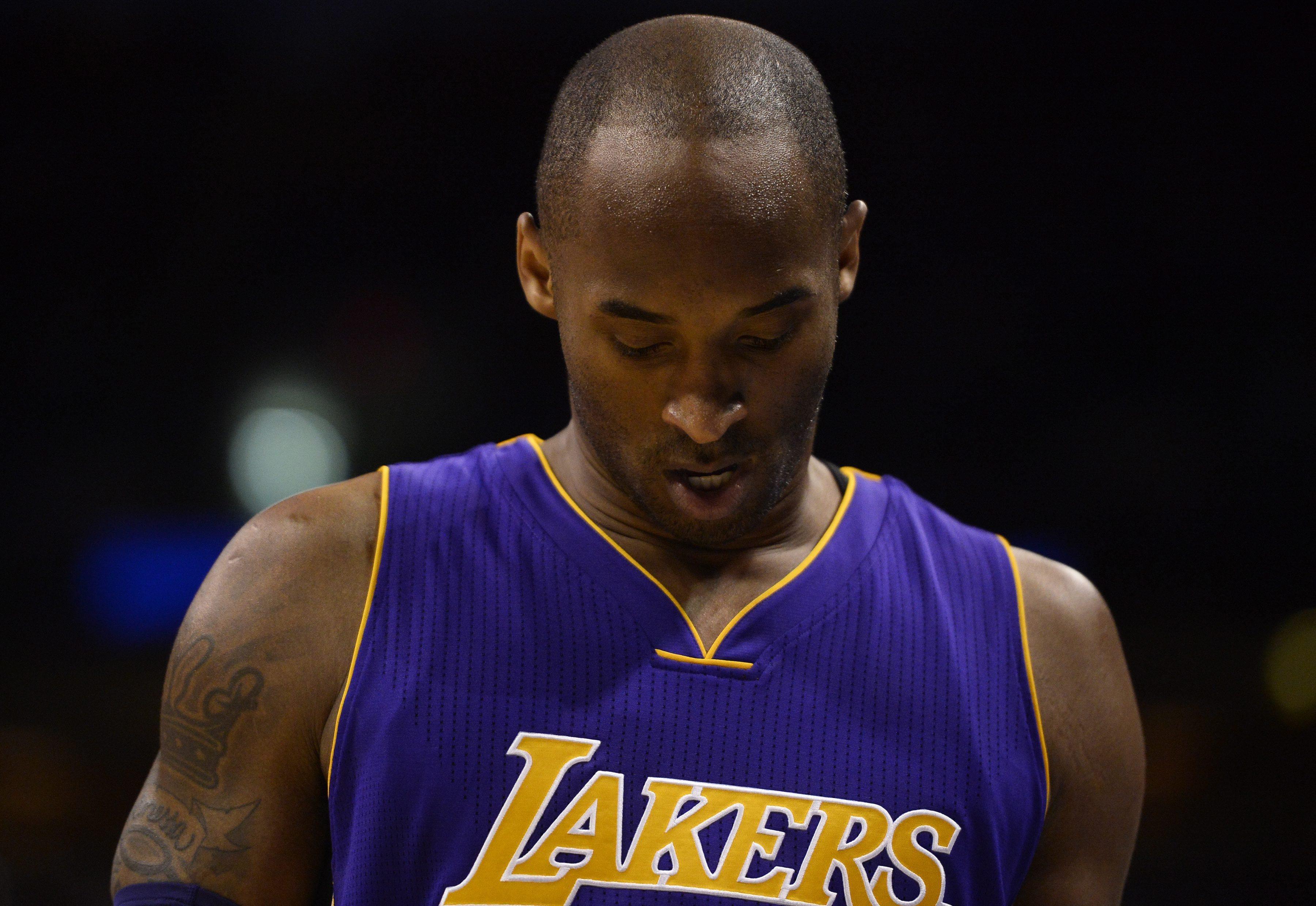 Antiga estrela da NBA Kobe Bryant morre num acidente de helicóptero nos EUA