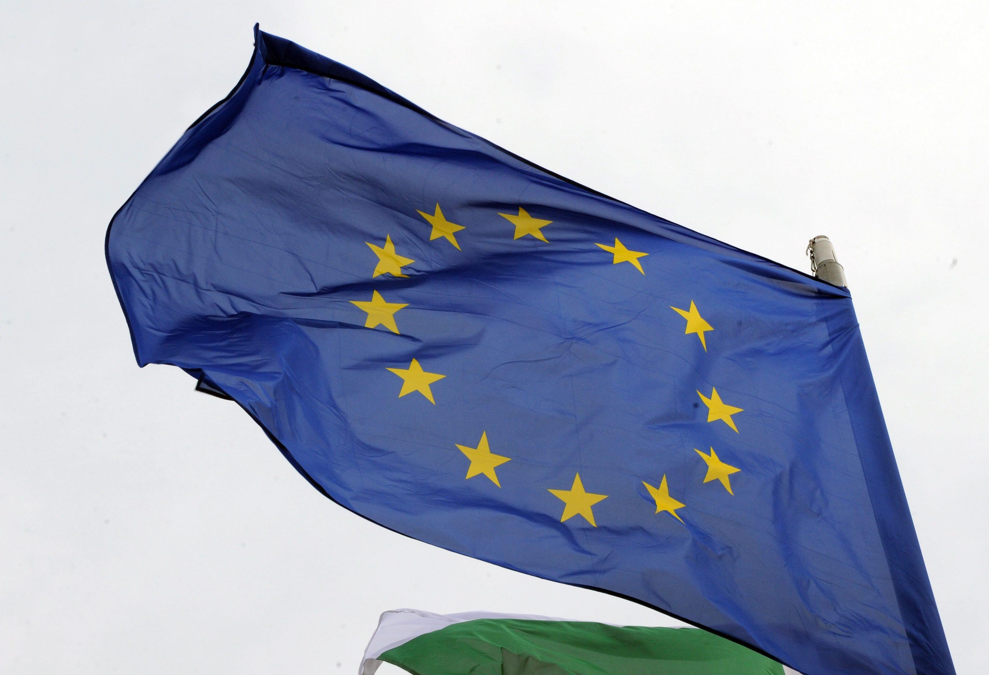"""UE manifesta """"apoio firme à independência da Ucrânia"""" e pede que Rússia a respeite"""