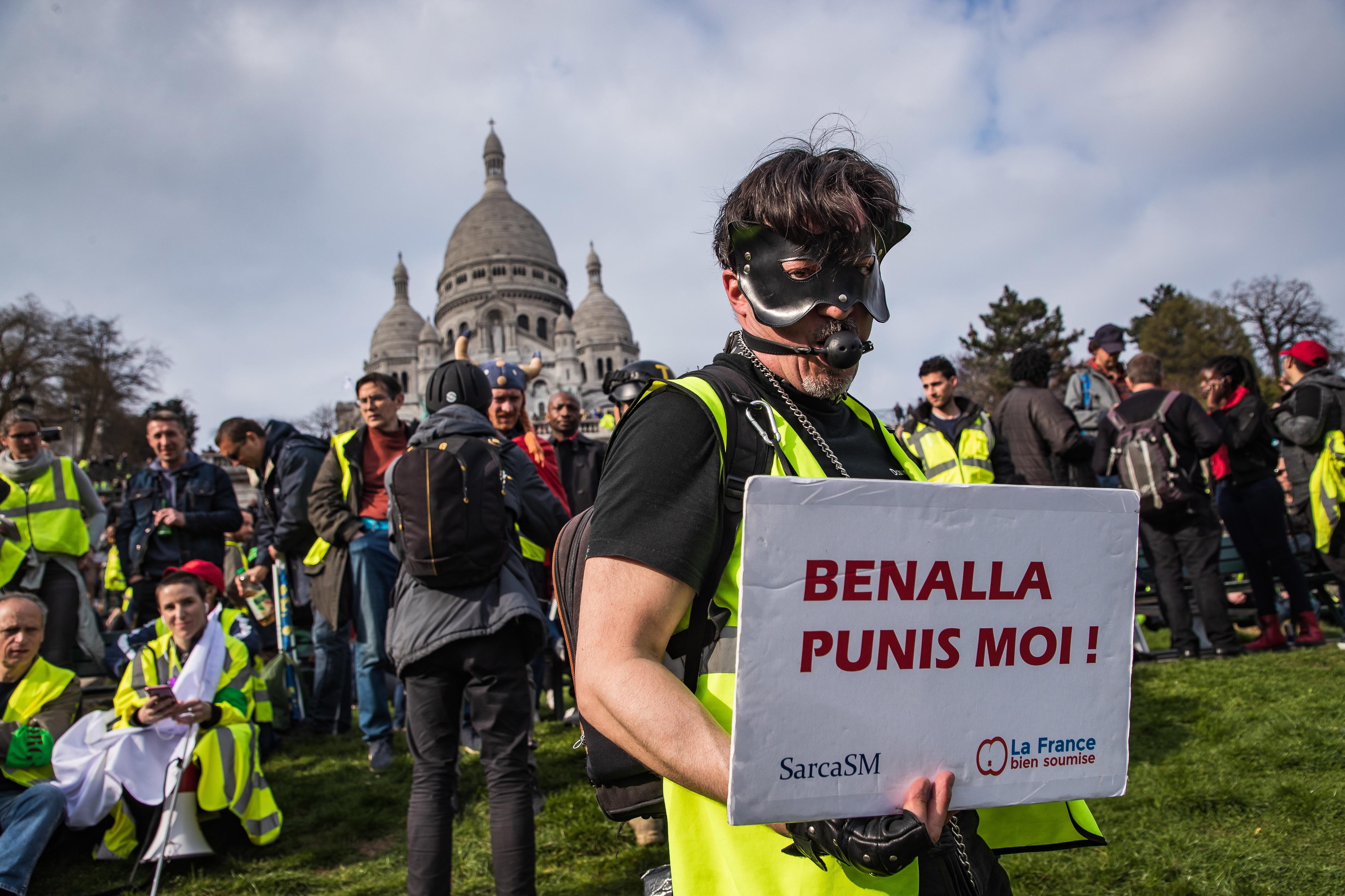 """Governo francês satisfeito por evitar excessos dos """"coletes amarelos"""""""