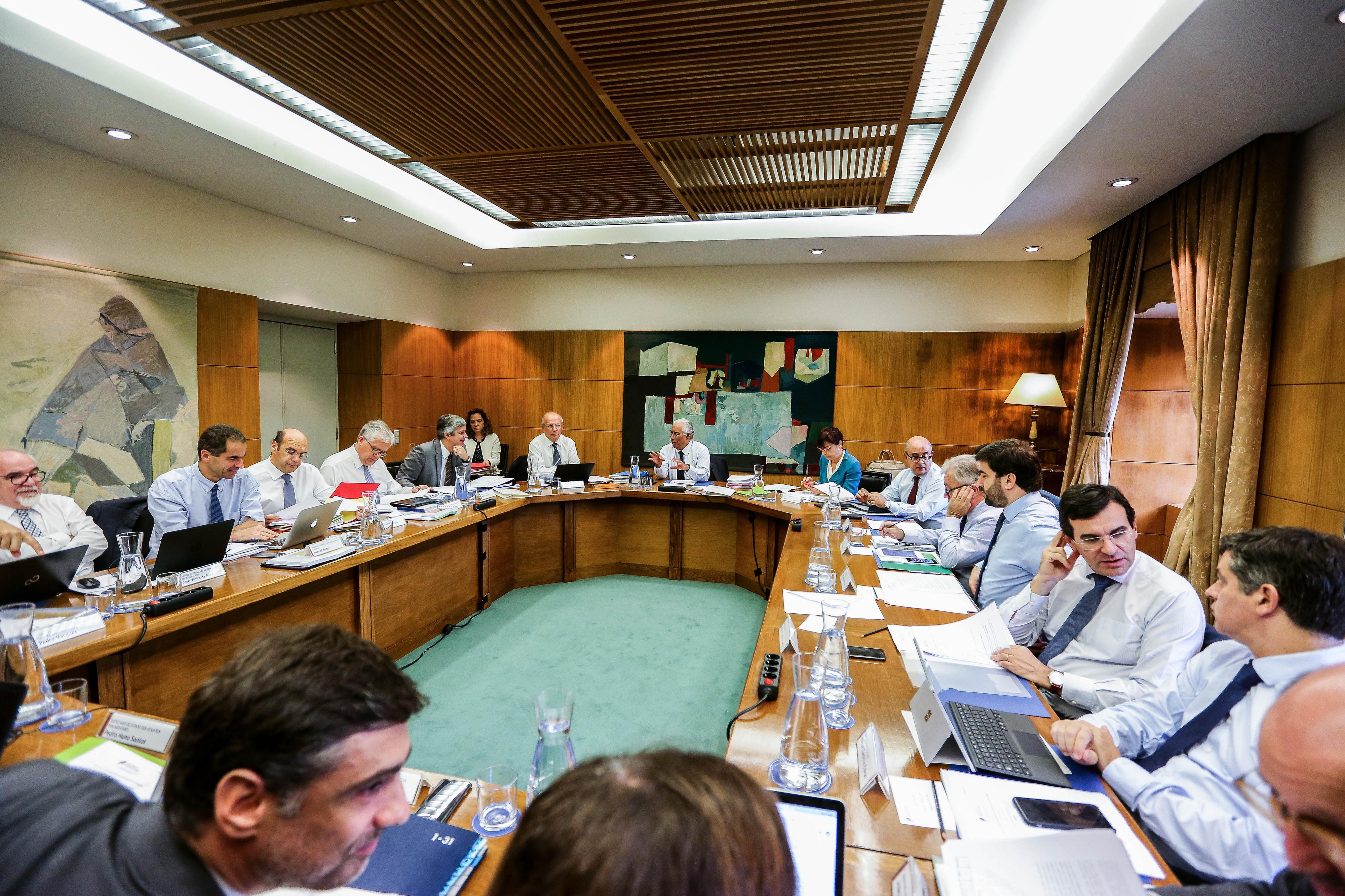 Governo avança com verba até 13 milhões de euros para apoiar pagamento de salários