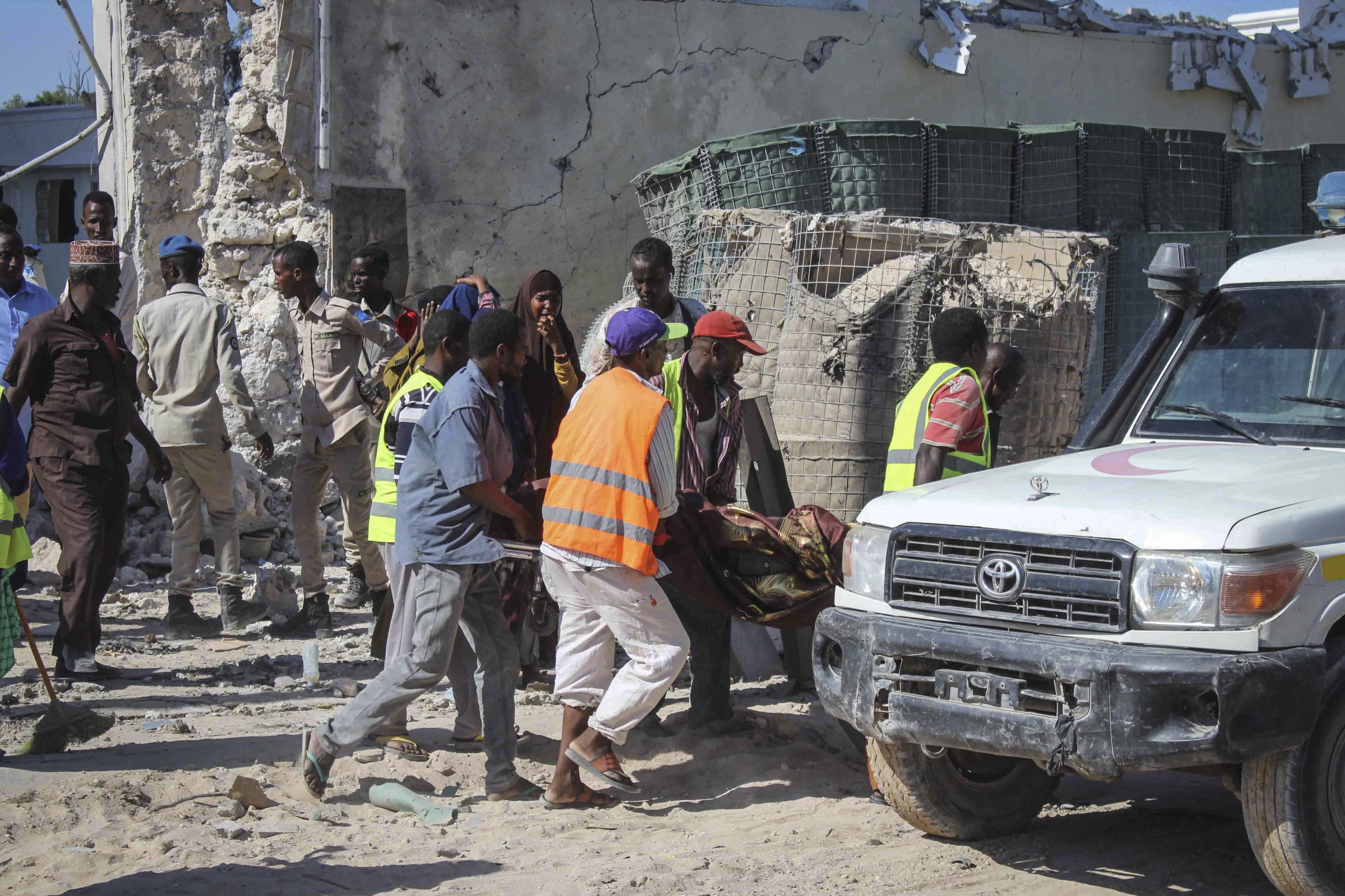 Ministro entre os cinco mortos no ataque terrorista em Mogadíscio
