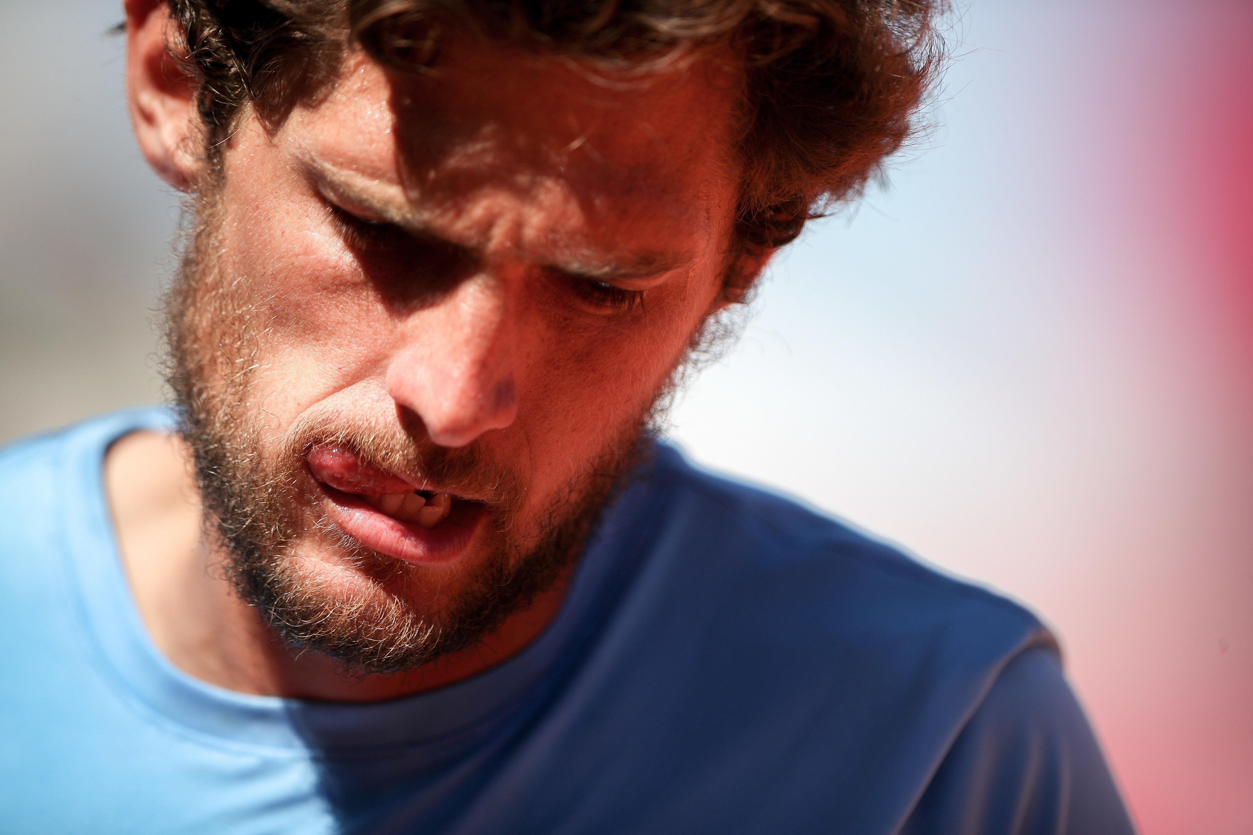 Tenista Pedro Sousa eliminado na primeira ronda do torneio croata de Umag