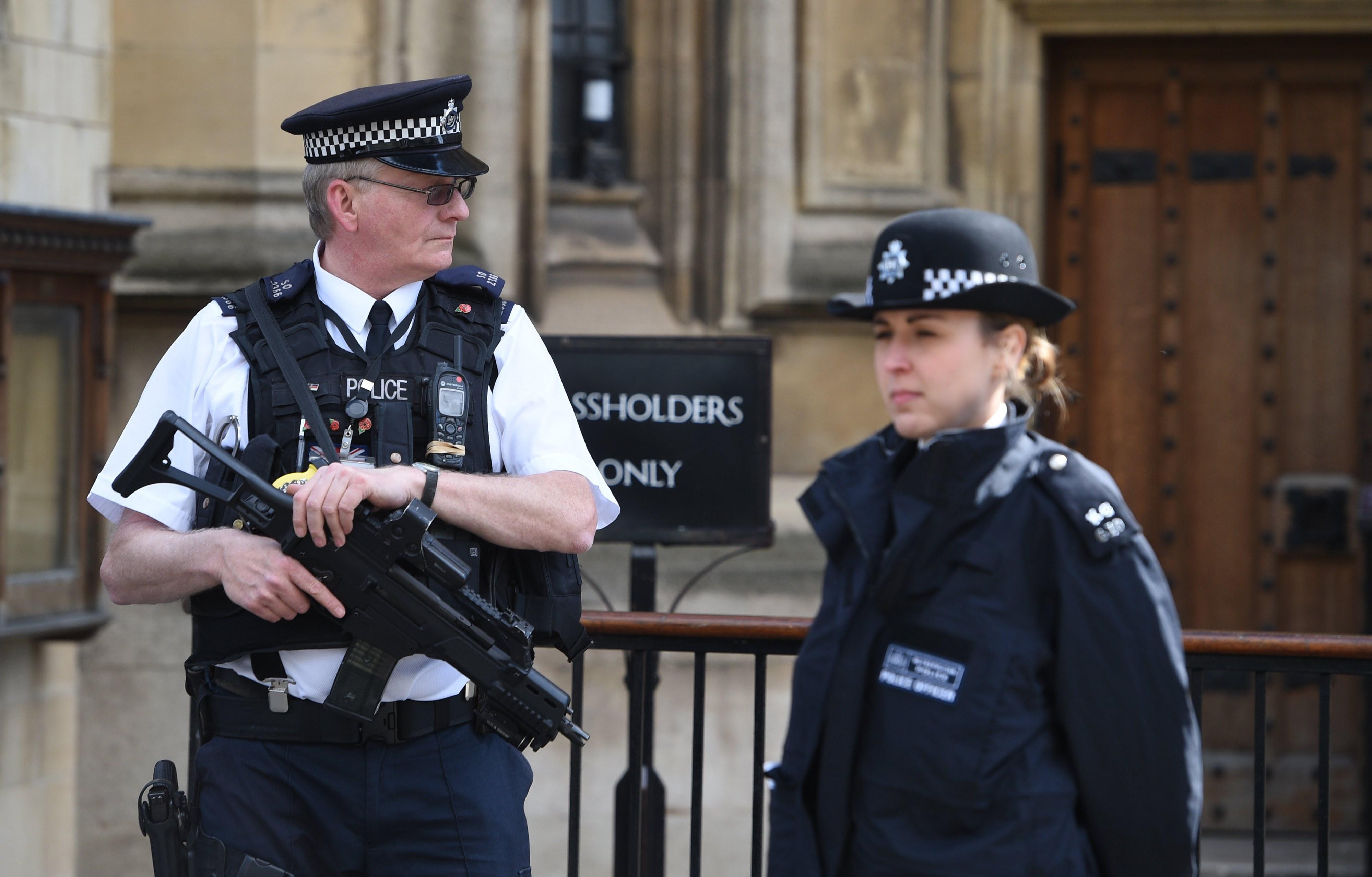 Homem detido em Londres é suspeito de planear ataque terrorista, diz a Polícia