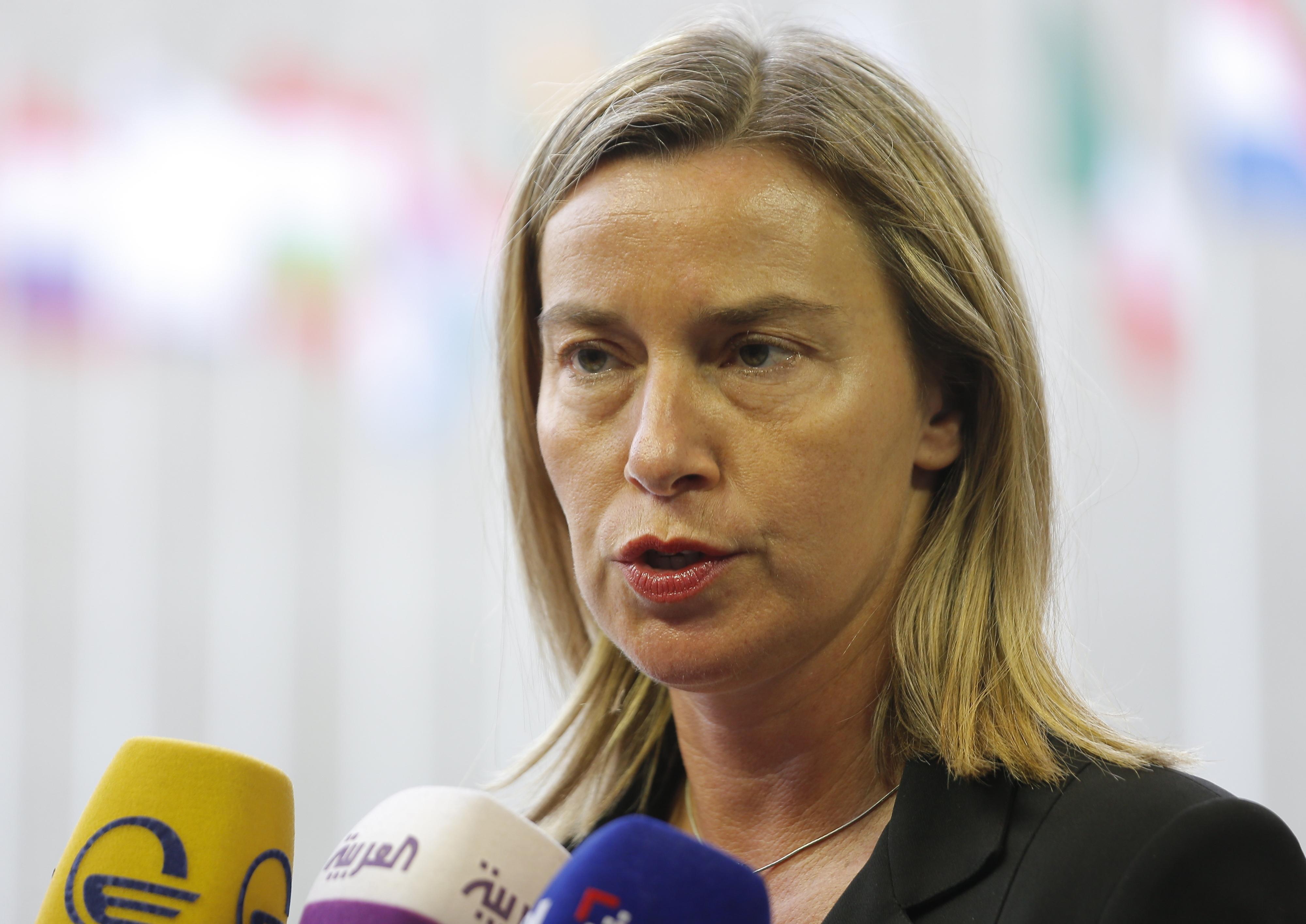 União Europeia condena concessão de passaportes russos a cidadãos do Leste da Ucrânia