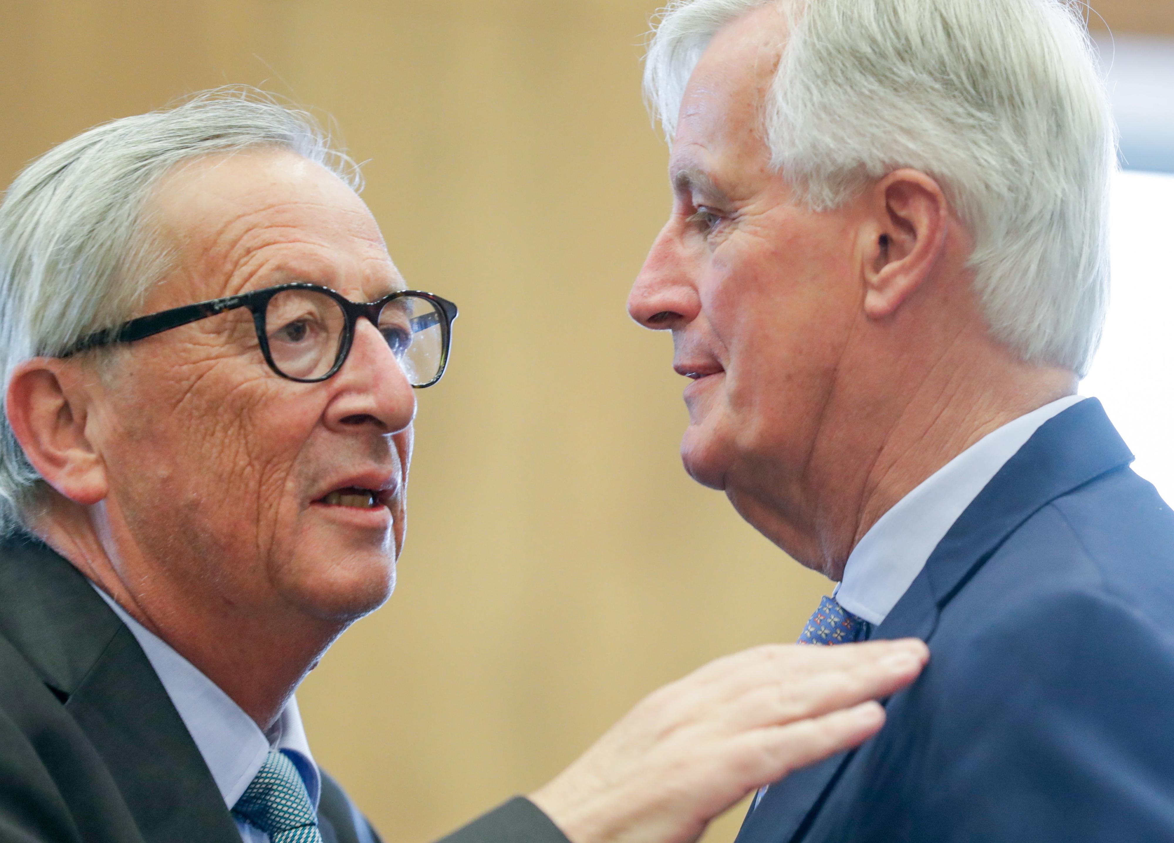 Juncker e Barnier debatem hoje últimos acontecimentos no PE