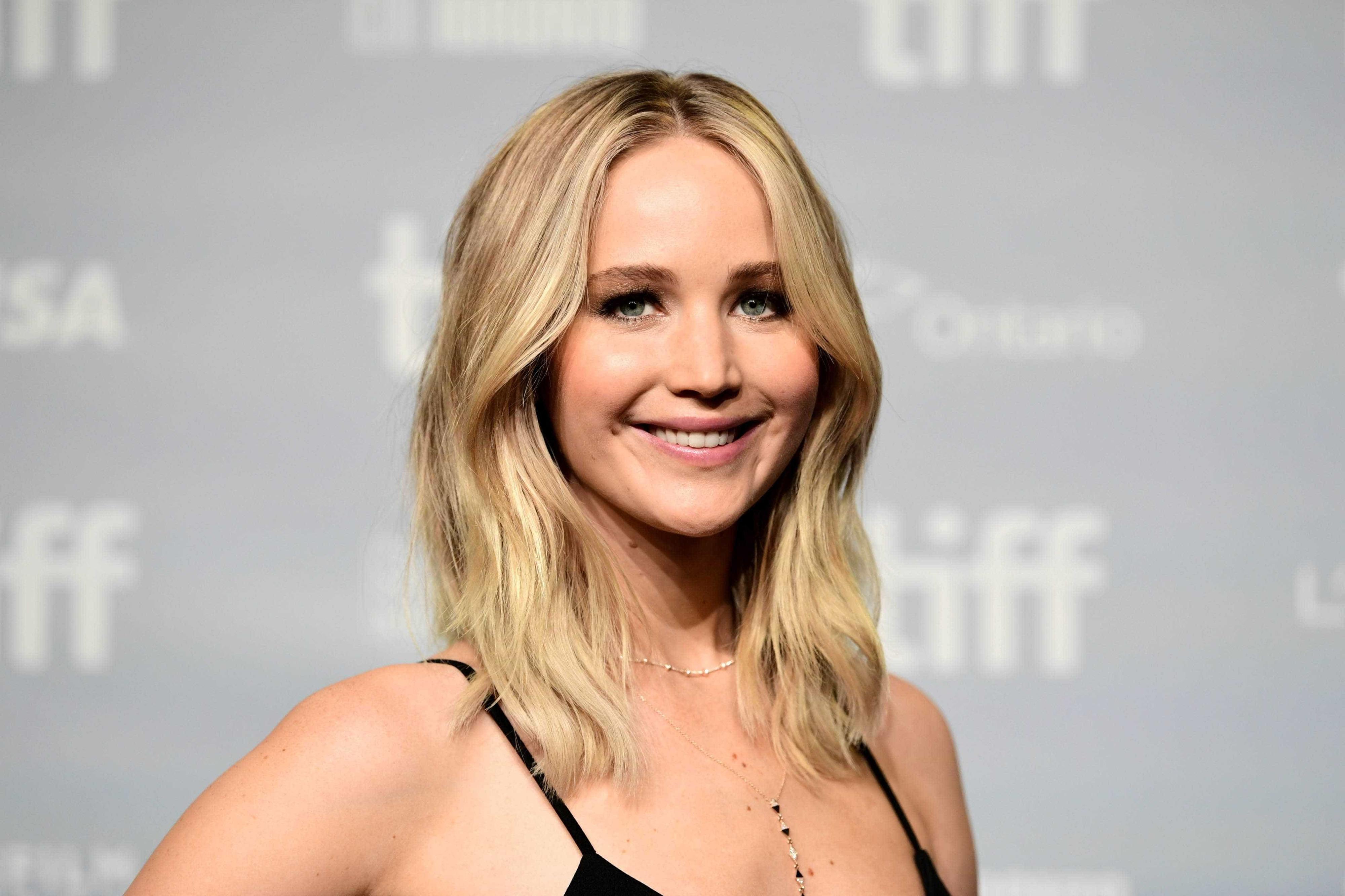 Jennifer Lawrence revela que andava nua nos bastidores de filme