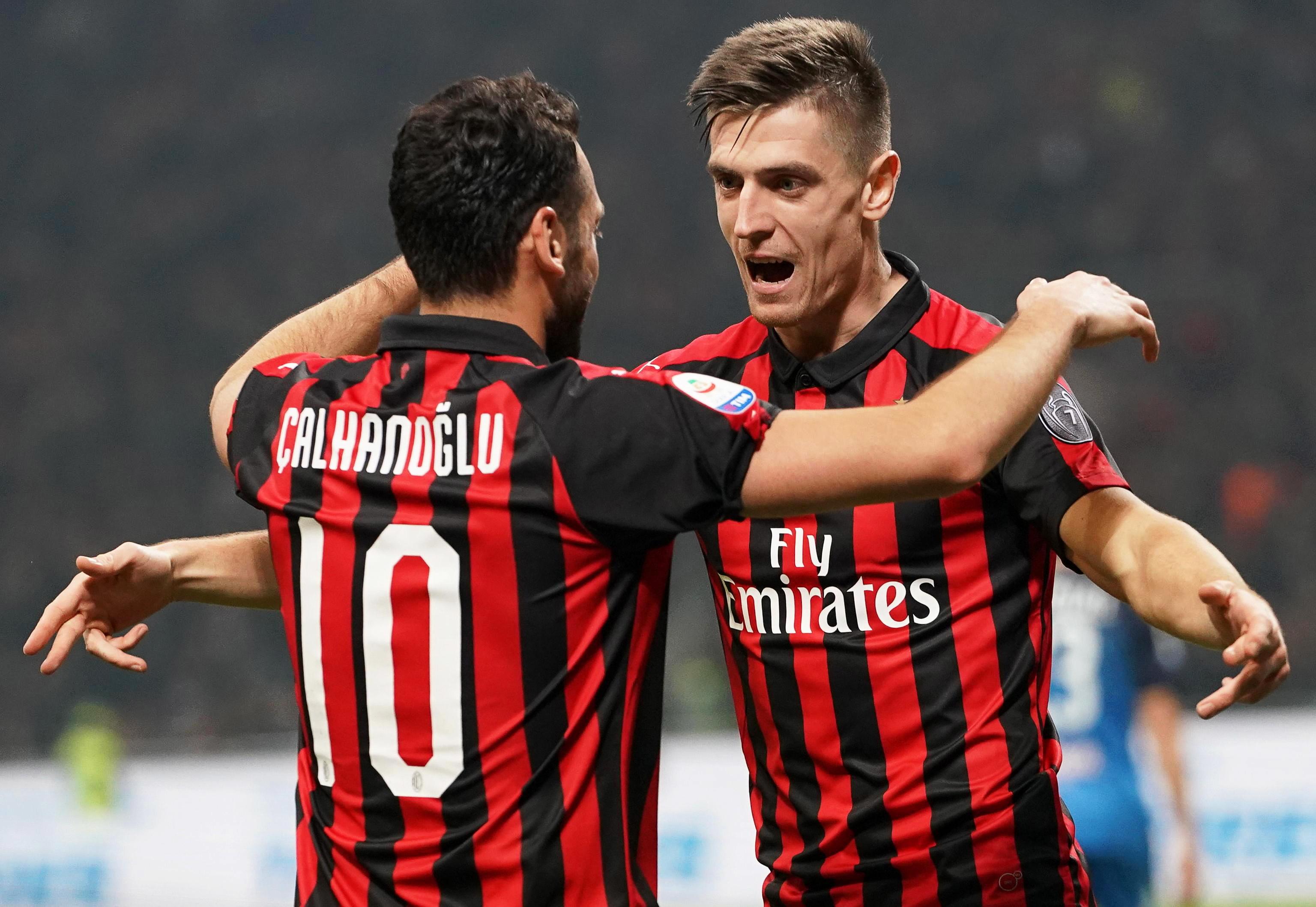 AC Milan vence Empoli em casa por três golos sem resposta